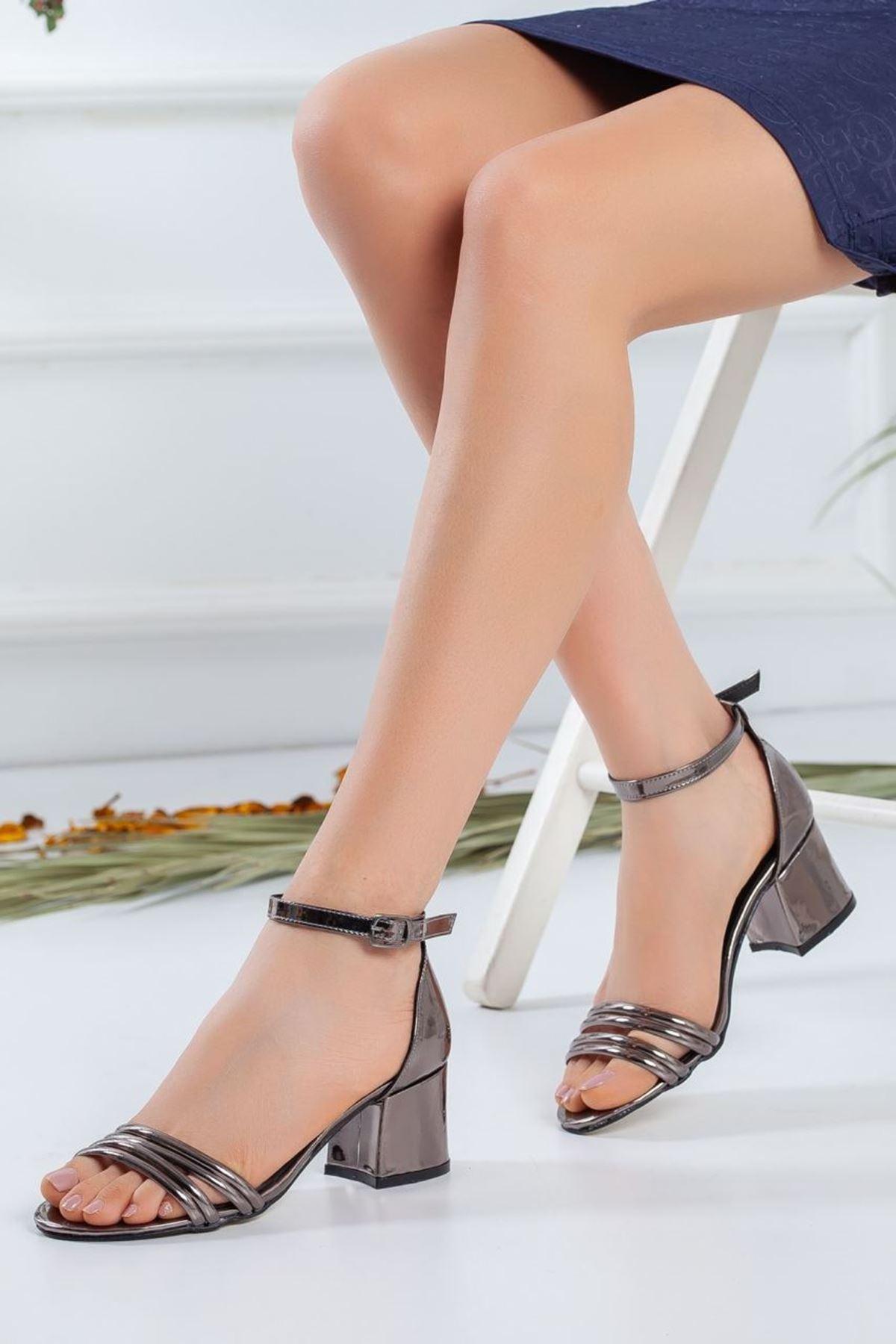 Kadın Natin Parlak Hafif Topuklu Ayakkabı  Platin