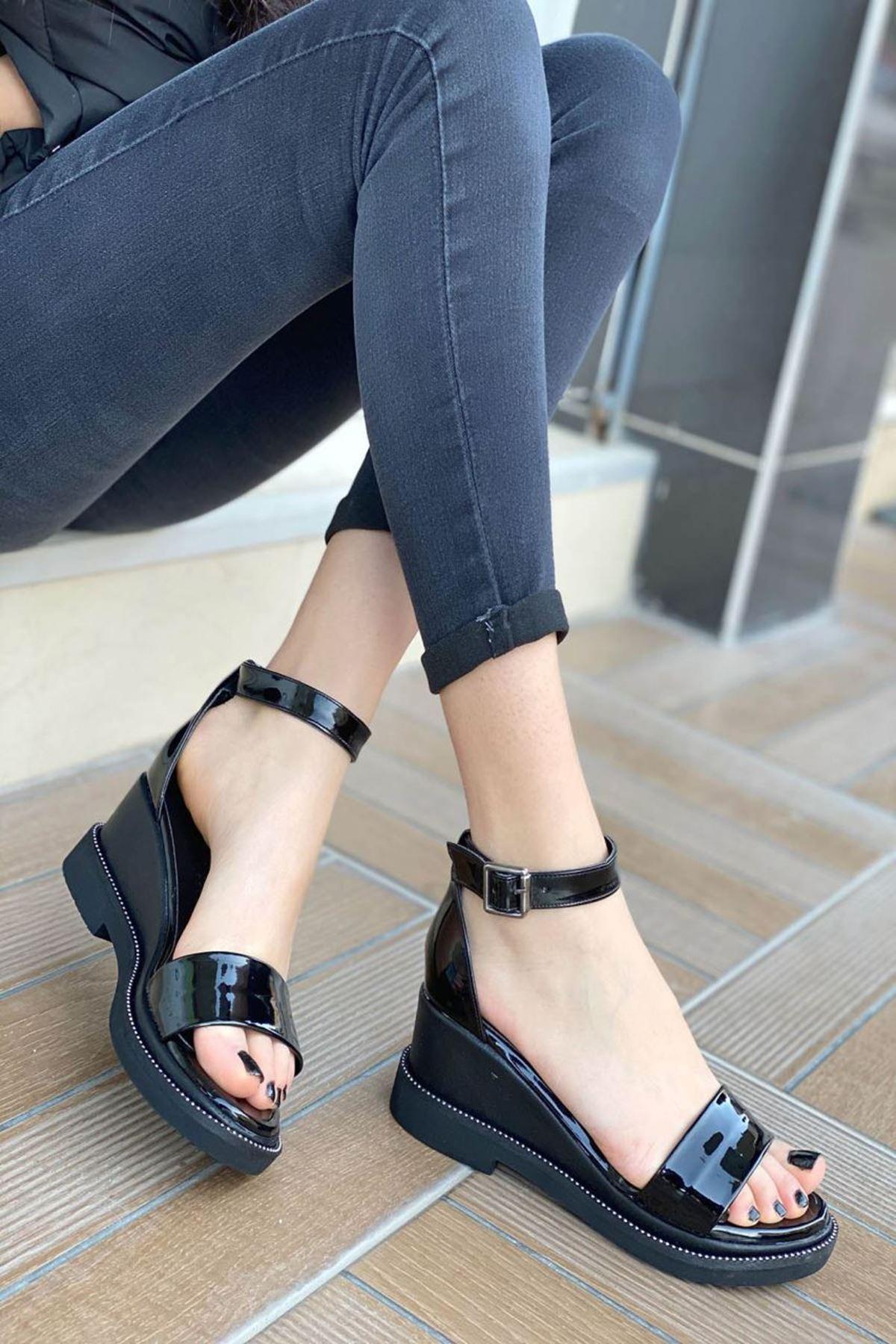 Kadın Egeon Siyah Rugan Sandalet Ayakkabı