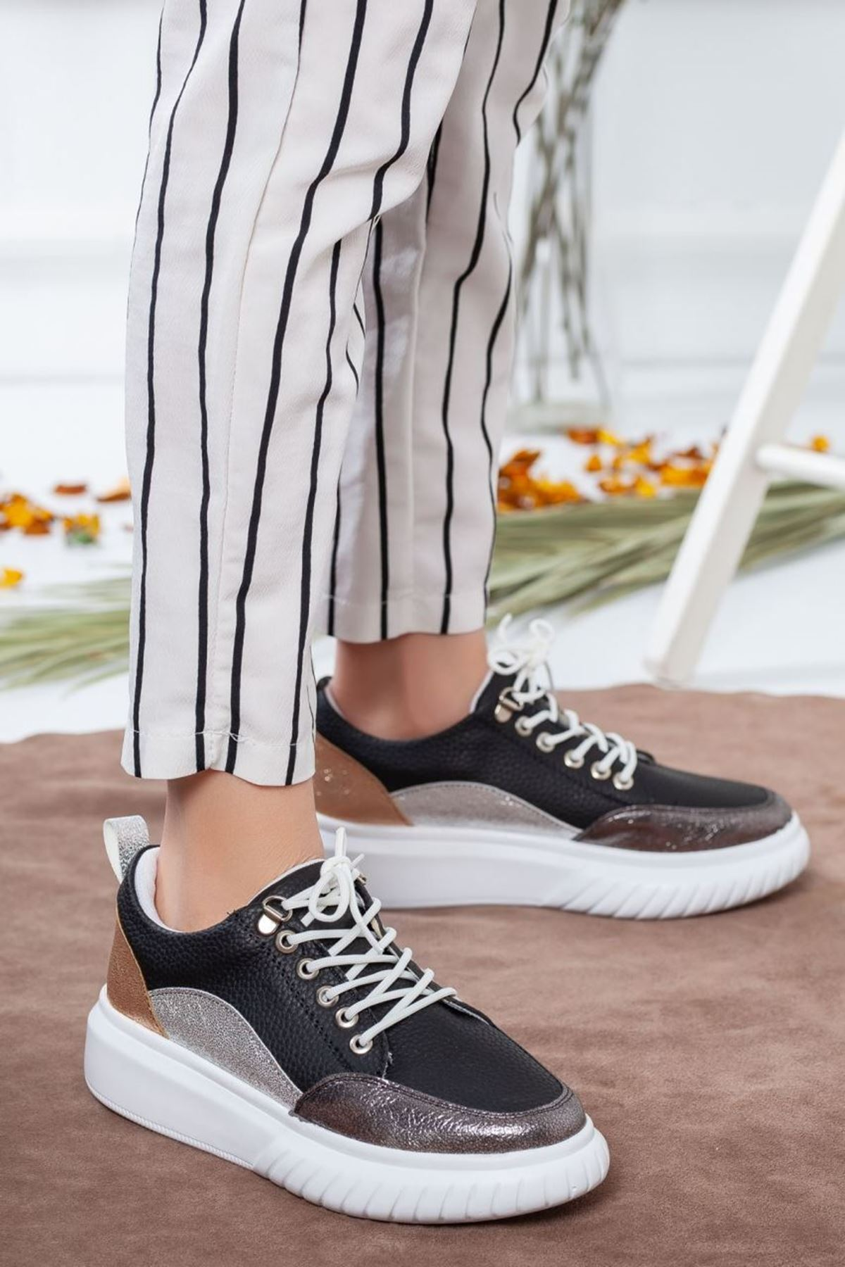 Kadın Tetis Gümüş Detay Spor Ayakkabı Siyah