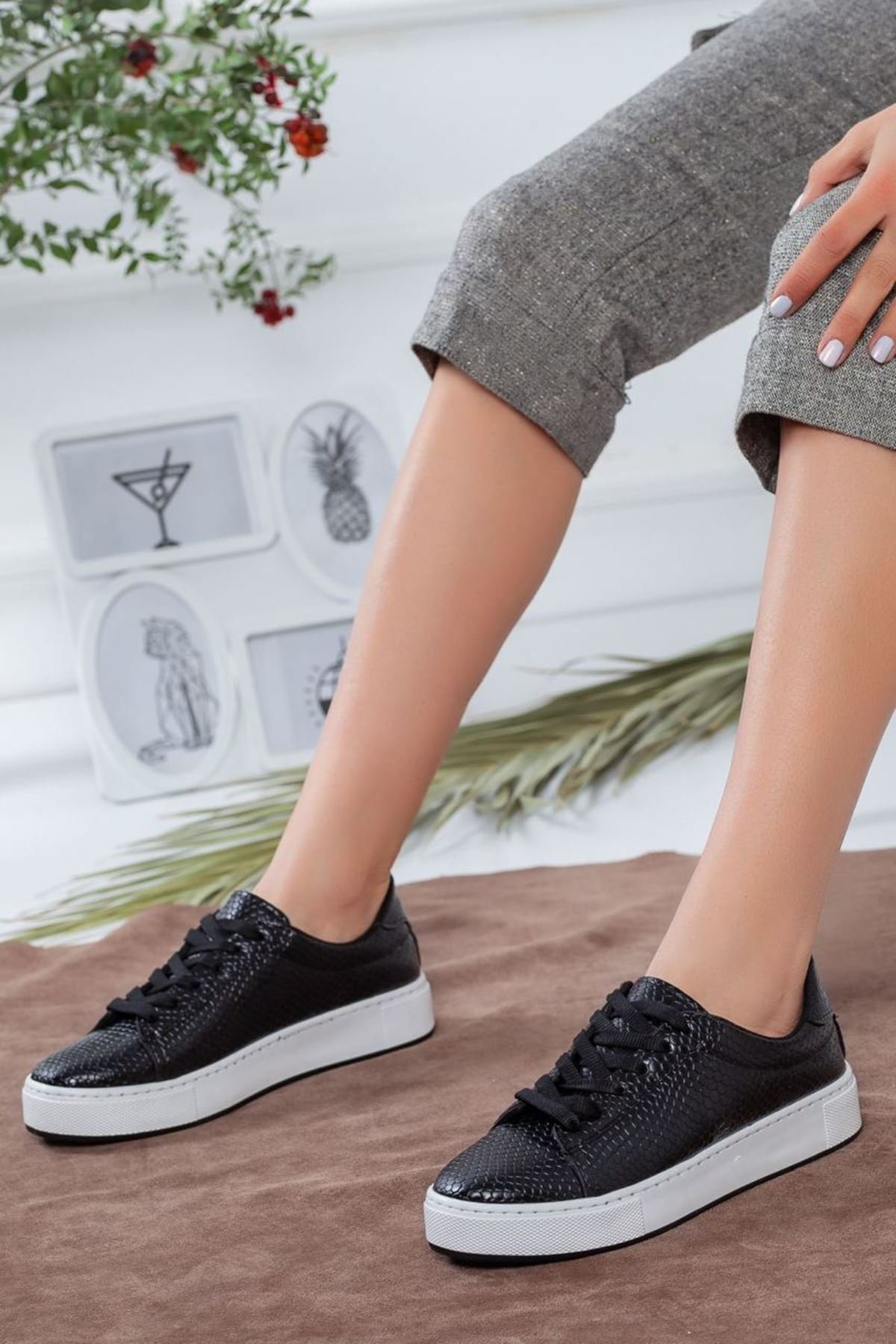 Kadın Tina Bağcıklı Yılan Desen Spor Ayakkabı  Siyah