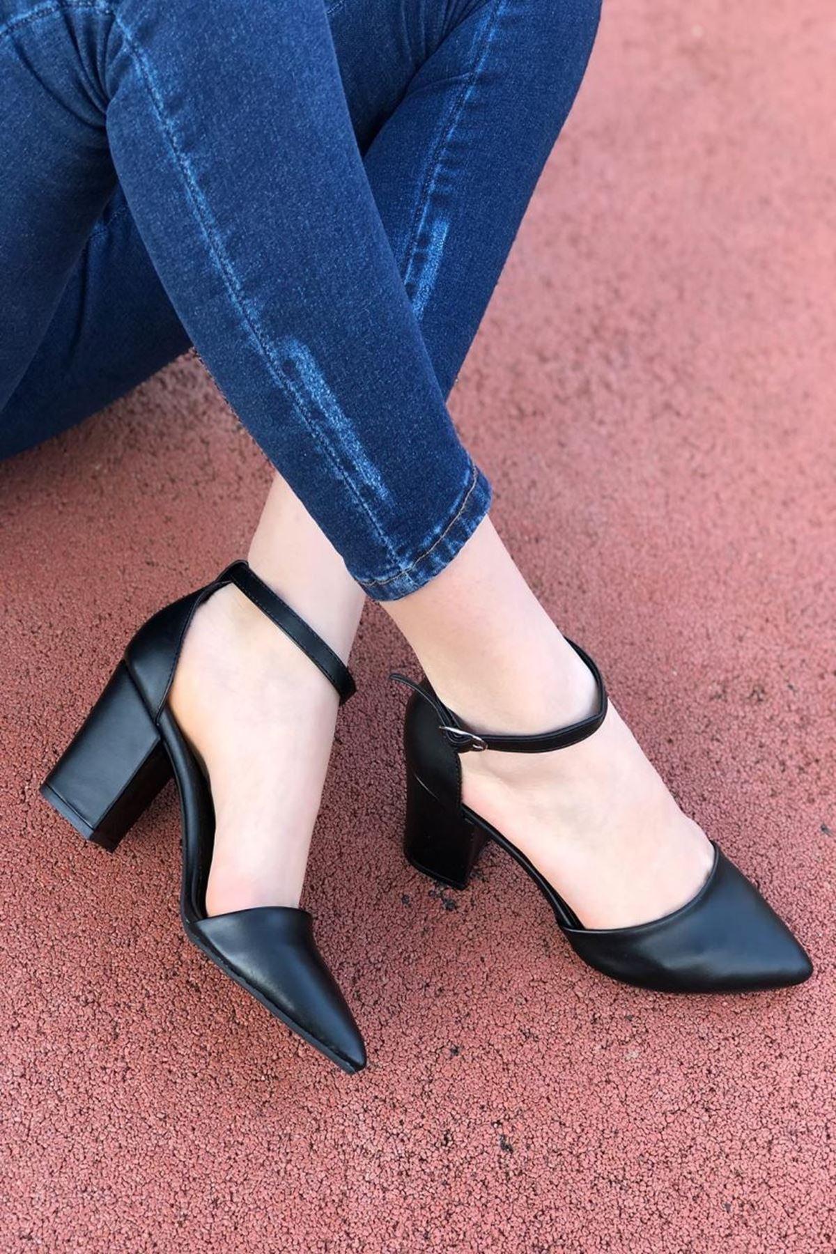 Kadın Celar Mat Deri Siyah Topuklu Ayakkabı