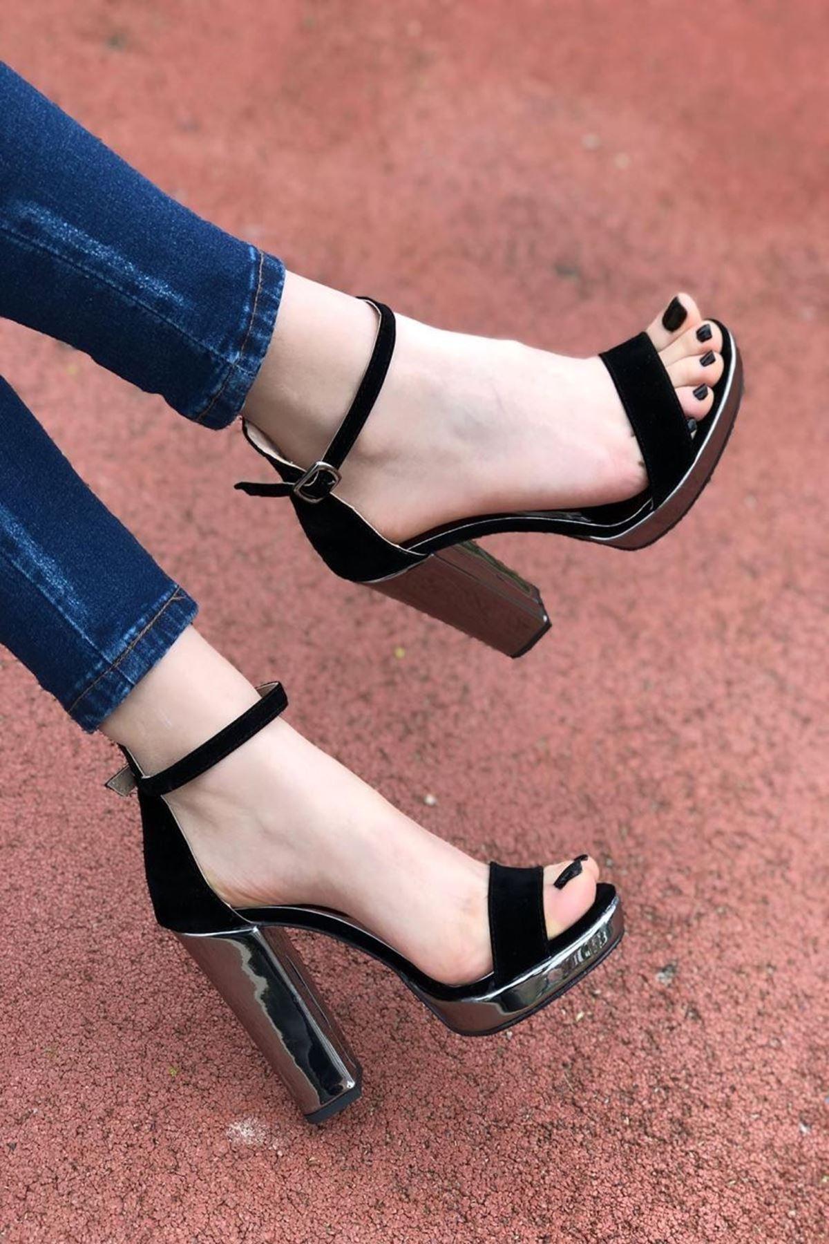 Kadın Pulet Siyah Topuklu Ayakkabı
