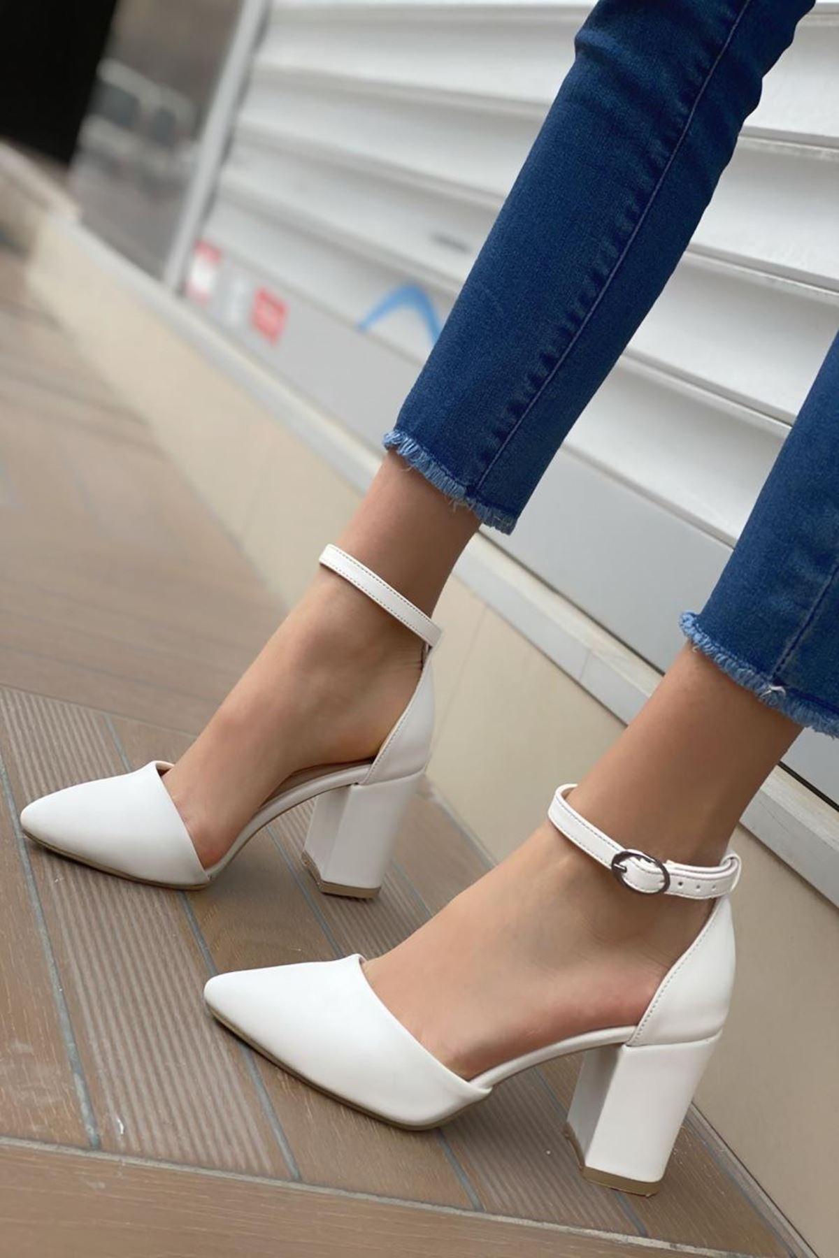 Kadın Celar Mat Deri Beyaz Topuklu Ayakkabı