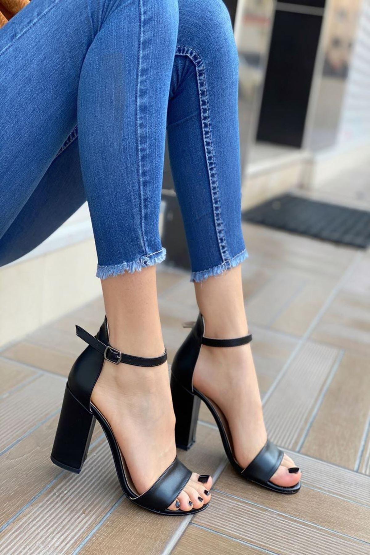 Kadın Perion Mat Deri Siyah Topuklu Ayakkabı