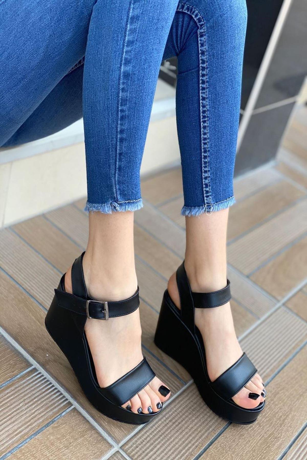 Kadın Methone Siyah Dolgu Topuk Ayakkabı