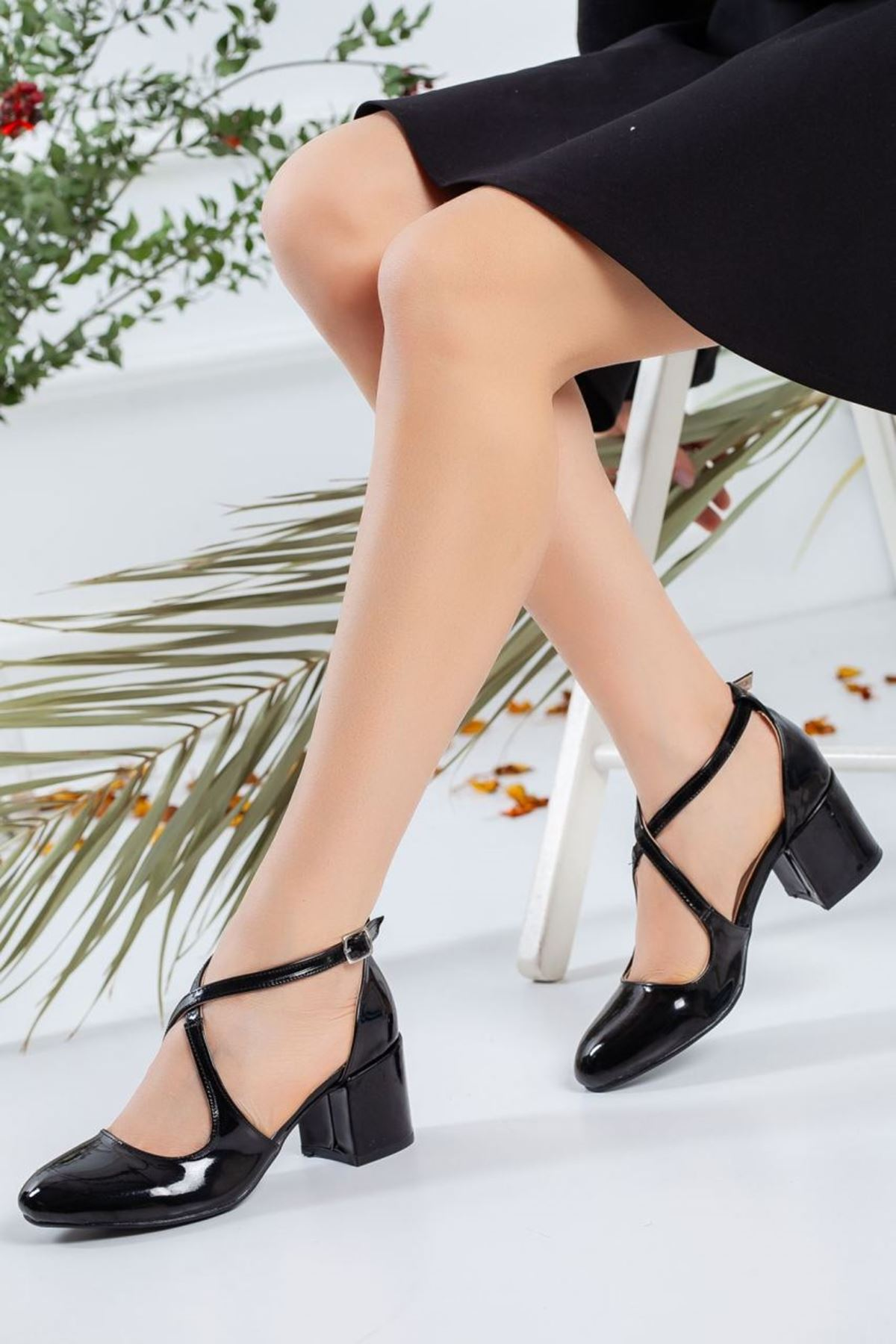 Kadın Garelo Rugan Kısa Topuklu Ayakkabı Siyah