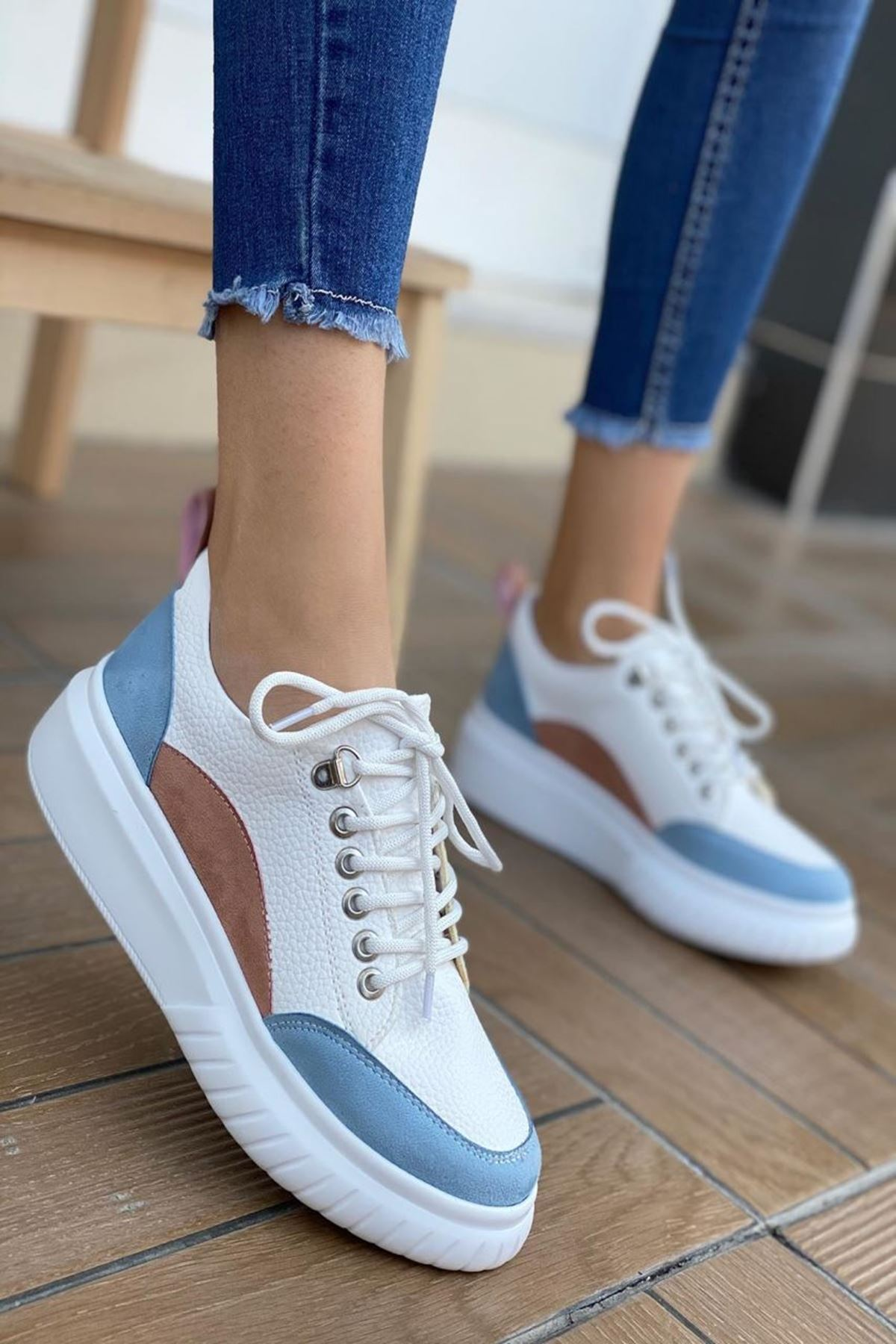 Kadın Tetis Beyaz Mavi Şeritli Spor Ayakkabı