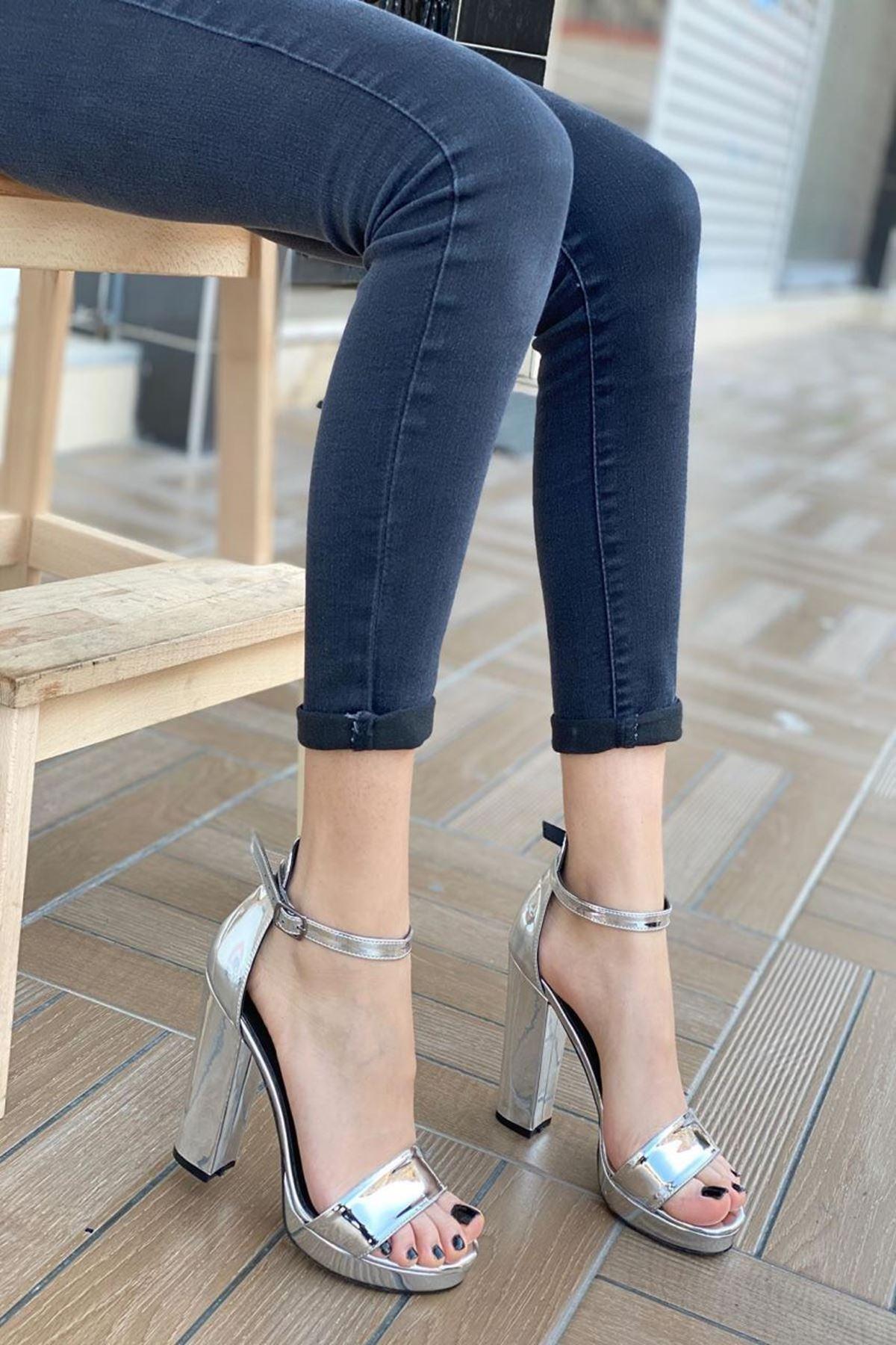 Kadın Faule Gümüş Topuklu Ayakkabı