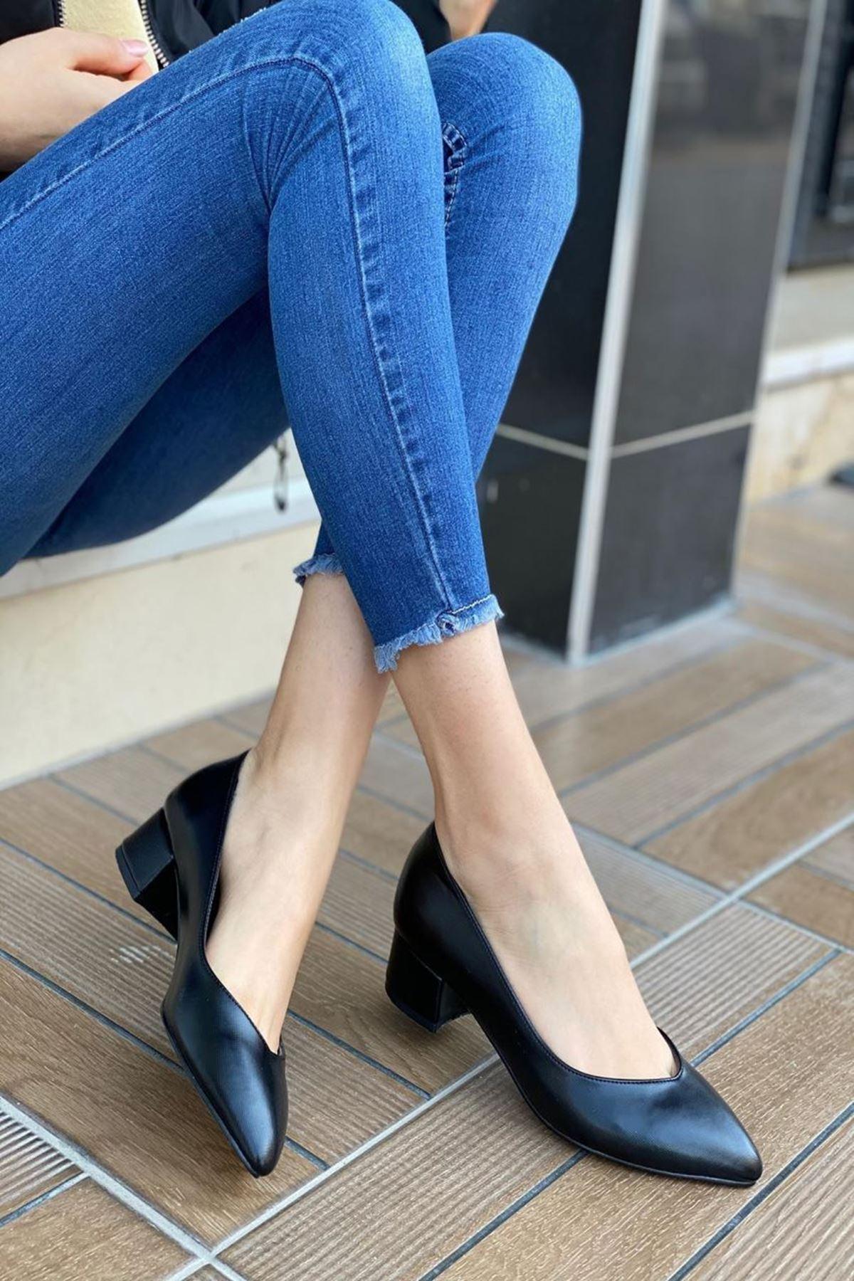 Kadın Rena Siyah Hafif Topuklu Ayakkabı