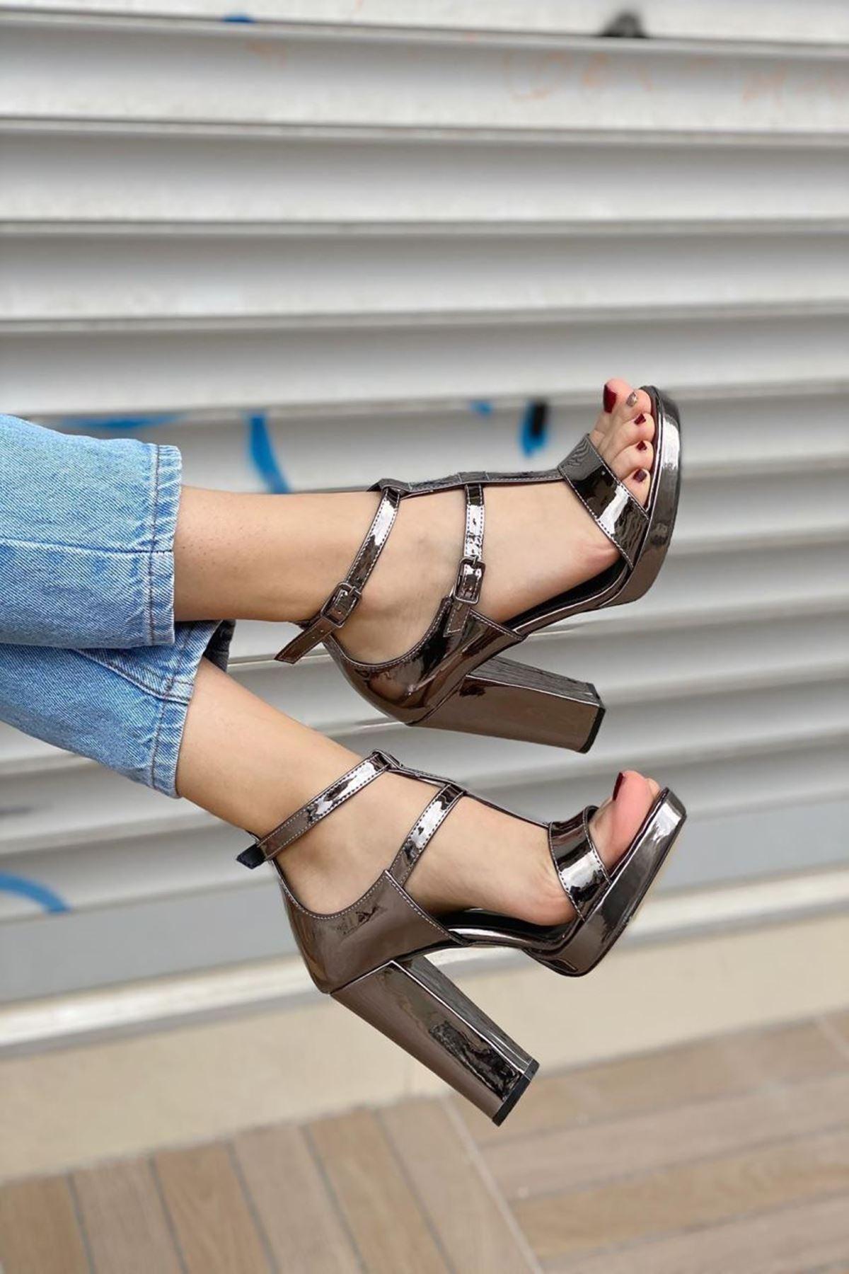 Kadın Celot Platin Topuklu Ayakkabı