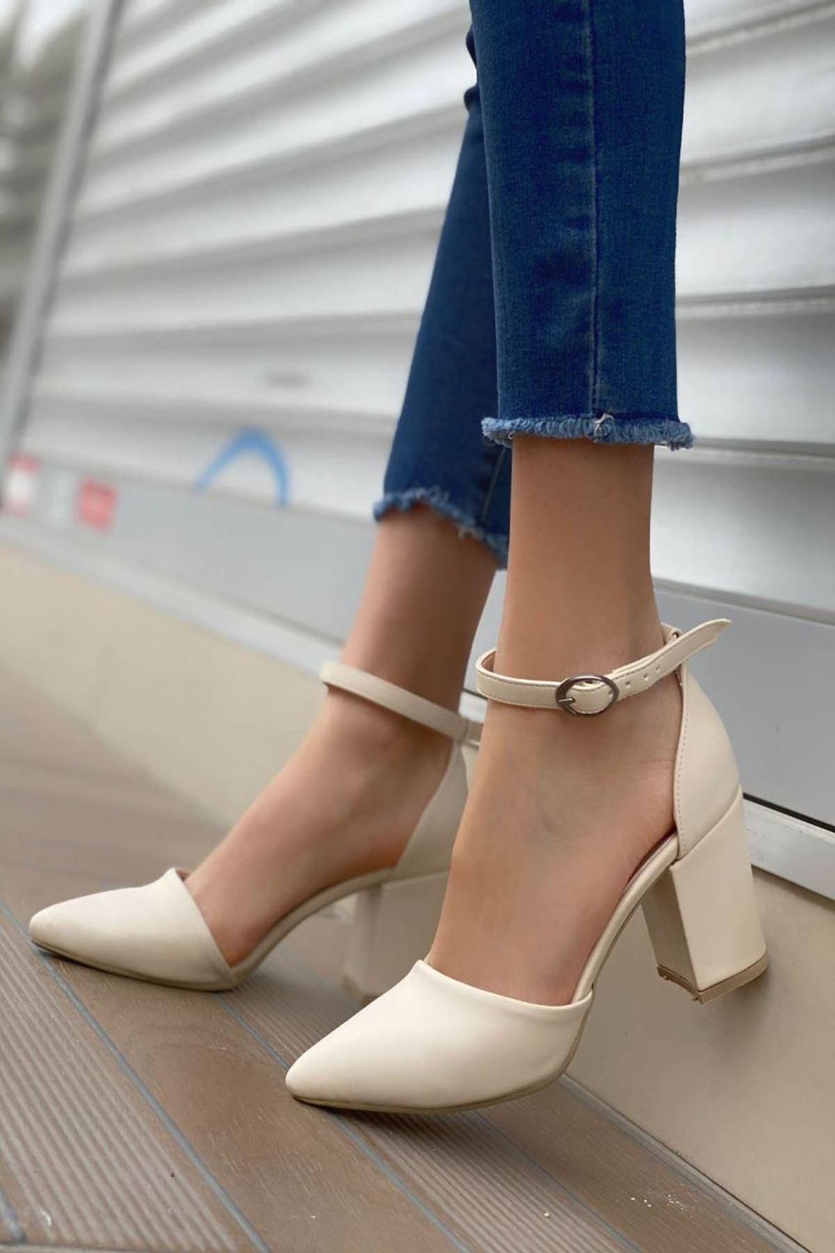 Kadın Celar Mat Deri Ten Topuklu Ayakkabı