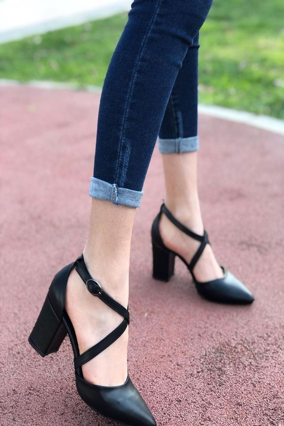 Kadın Time Mat Siyah Deri Topuklu Ayakkabı