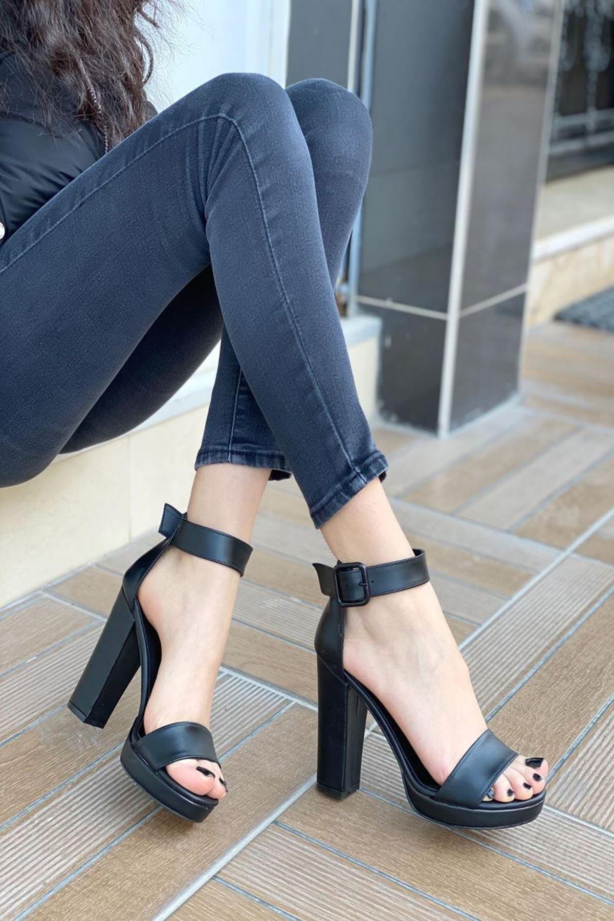 Kadın Margaret Mat Deri Topuklu Ayakkabı Siyah