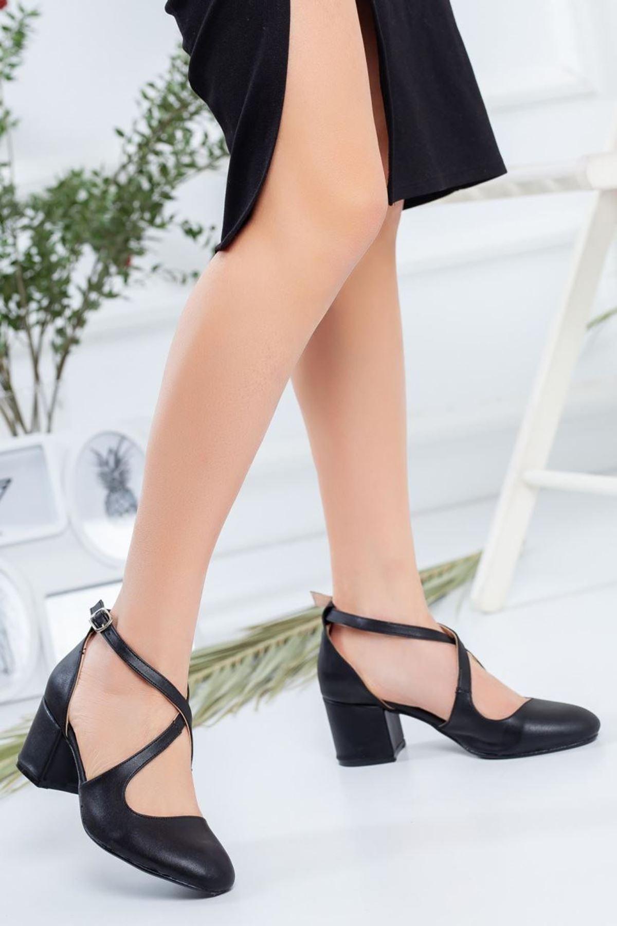 Kadın Garelo Mat Deri Kısa Topuk Ayakkabı Siyah