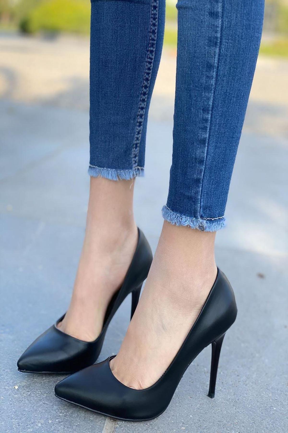 Kadın Caster Siyah Deri Topuklu Ayakkabı