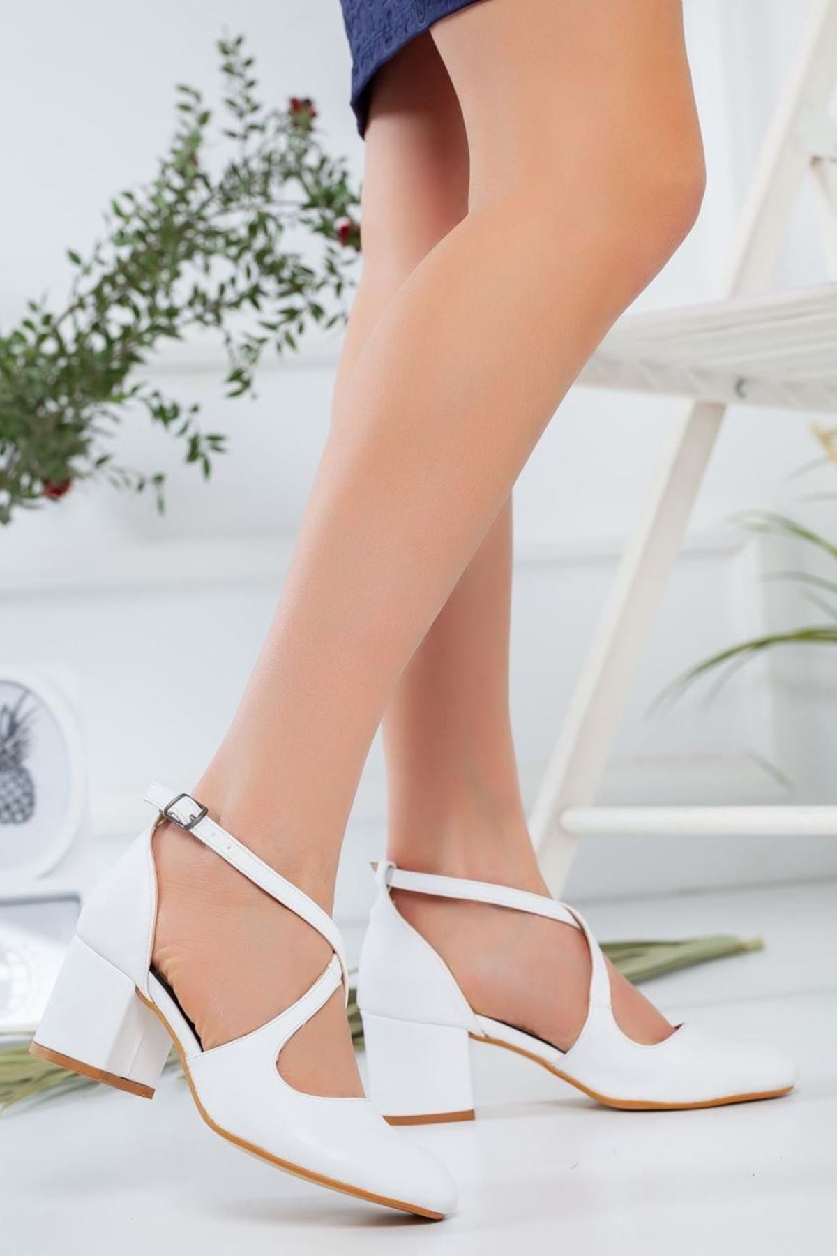 Kadın Garelo  Kısa Topuk Ayakkabı Beyaz