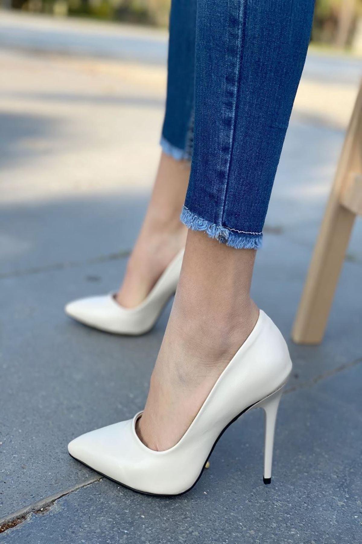 Kadın Caster Bej Deri Topuklu Ayakkabı