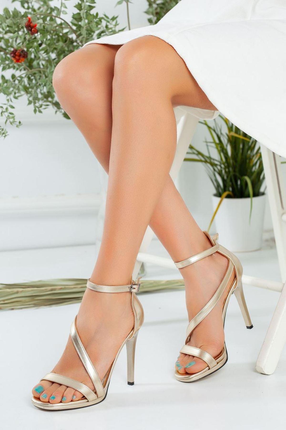 Kadın Camils  Çapraz Bant Detayı Yüksek Topuklu Ayakkabı Metalik Dore