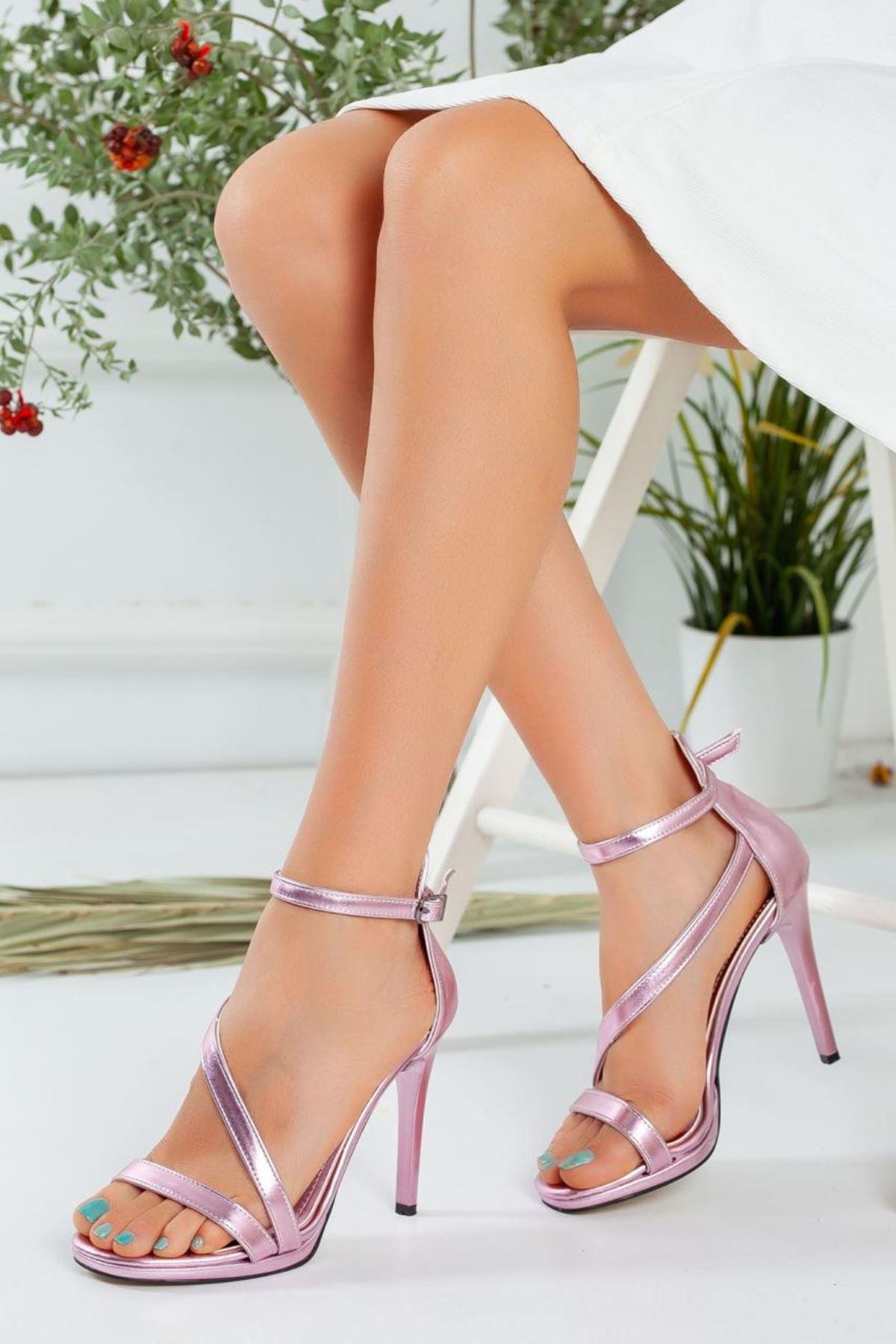 Kadın Camils  Çapraz Bant Detayı Yüksek Topuklu Ayakkabı Metalik Pudra