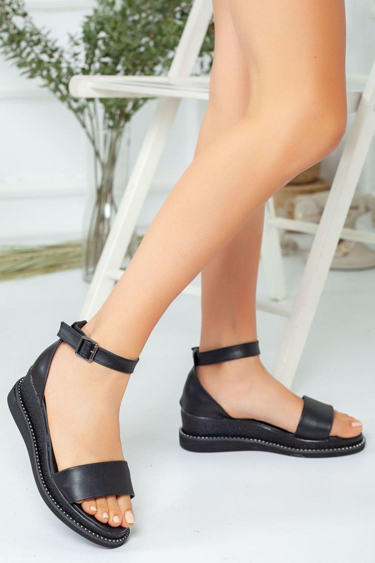 Kadın Egeon Siyah Mat Deri Dolgu Topuk Sandalet Ayakkabı