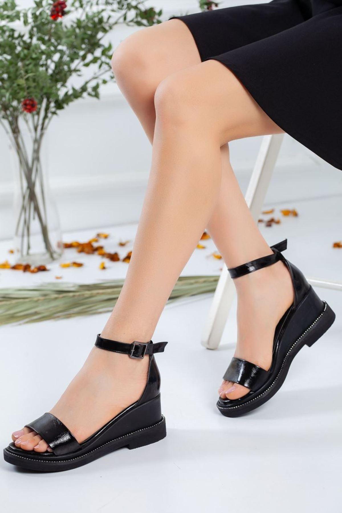 Kadın Egeon Parlak Dolgu Topuk Sandalet Siyah