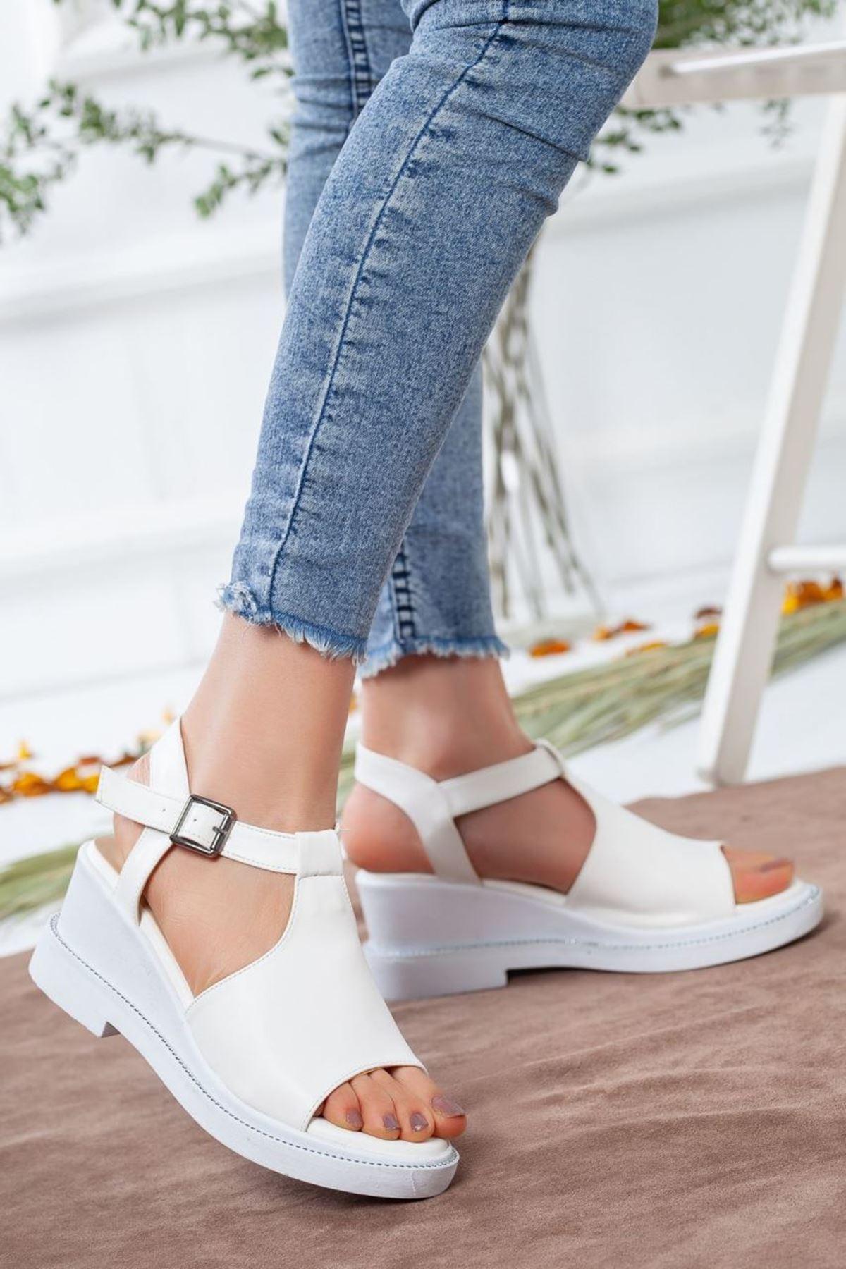 Kadın Karmin Mat Deri  Dolgu Topuk Sandalet Beyaz