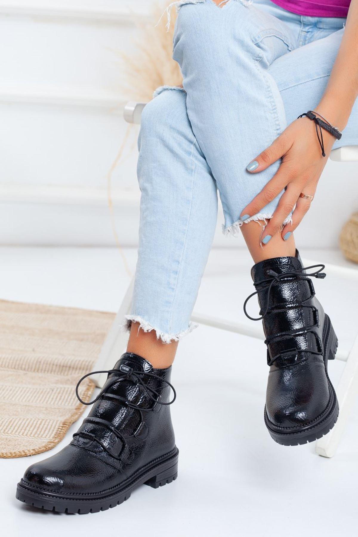 Kadın Deny Lastik Bağcıklı Tırtıklı Taban Kırışık Rugan Siyah Bot
