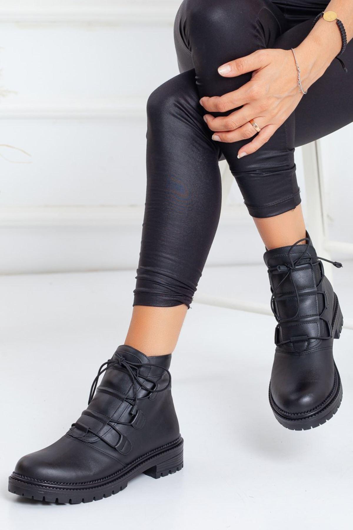 Kadın Deny Lastik Bağcıklı Tırtıklı Taban Mat Deri Siyah Bot