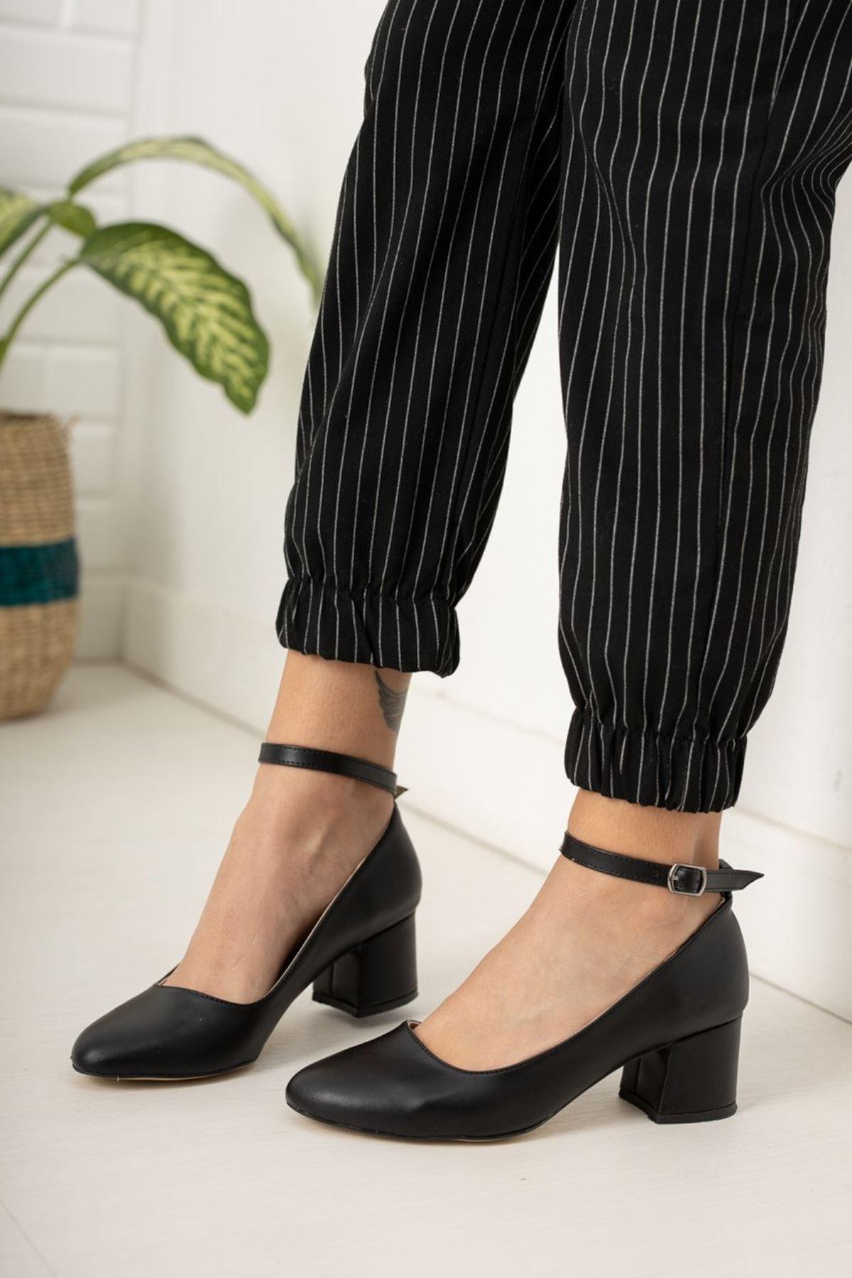 Kadın Barelo Siyah Deri Kısa Topuklu Ayakkabı