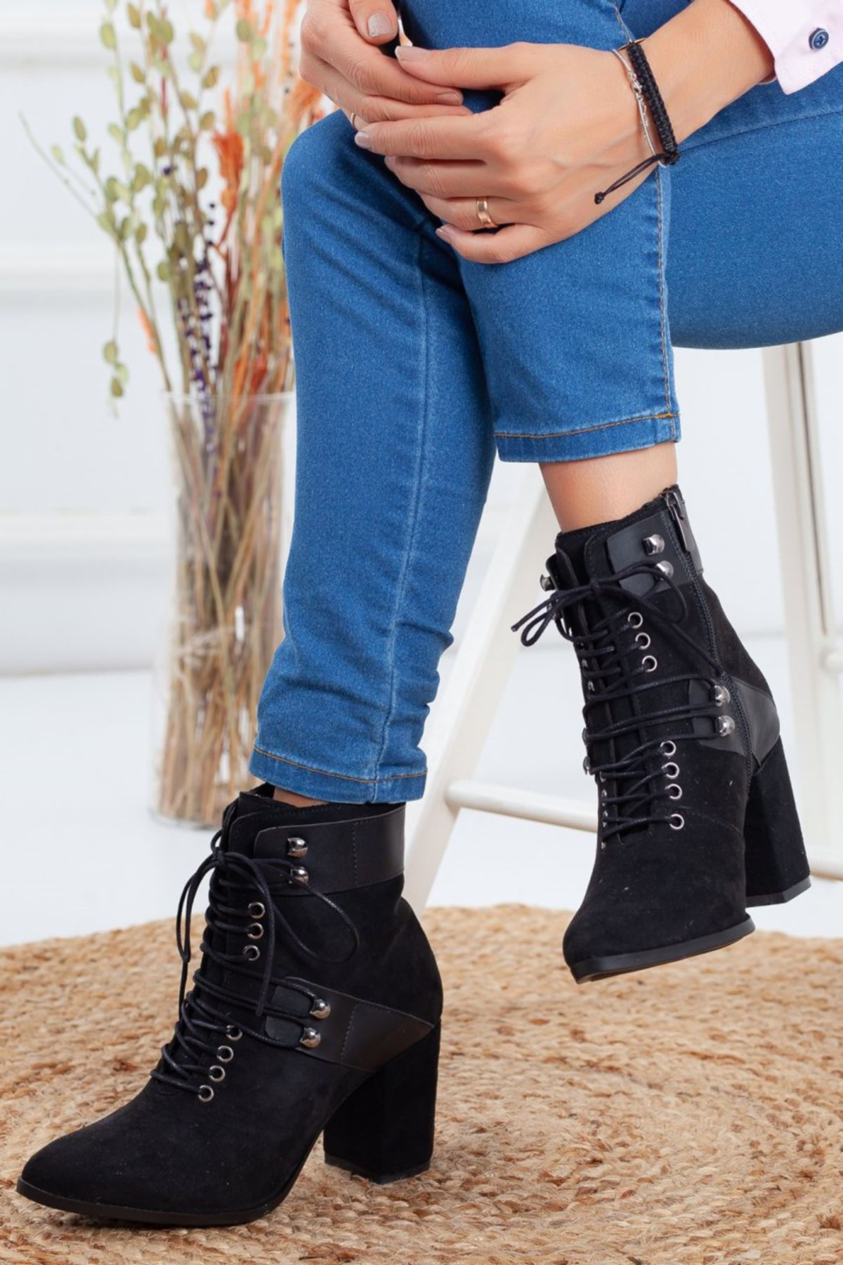 Kadın Mogli Topuklu Bağcıklı Siyah Süet Bot