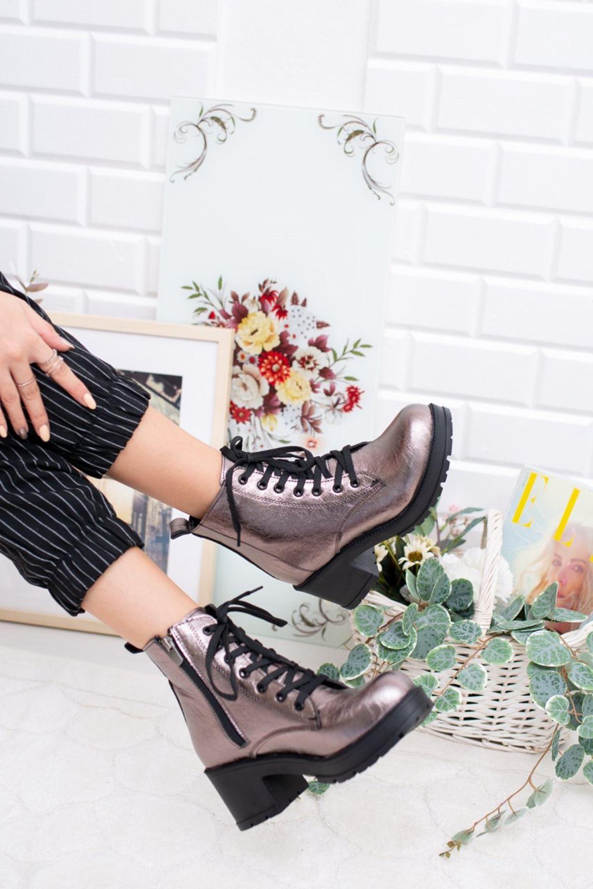 Kadın Carrel Kısa Topuklu Bağcıklı Platin Bot