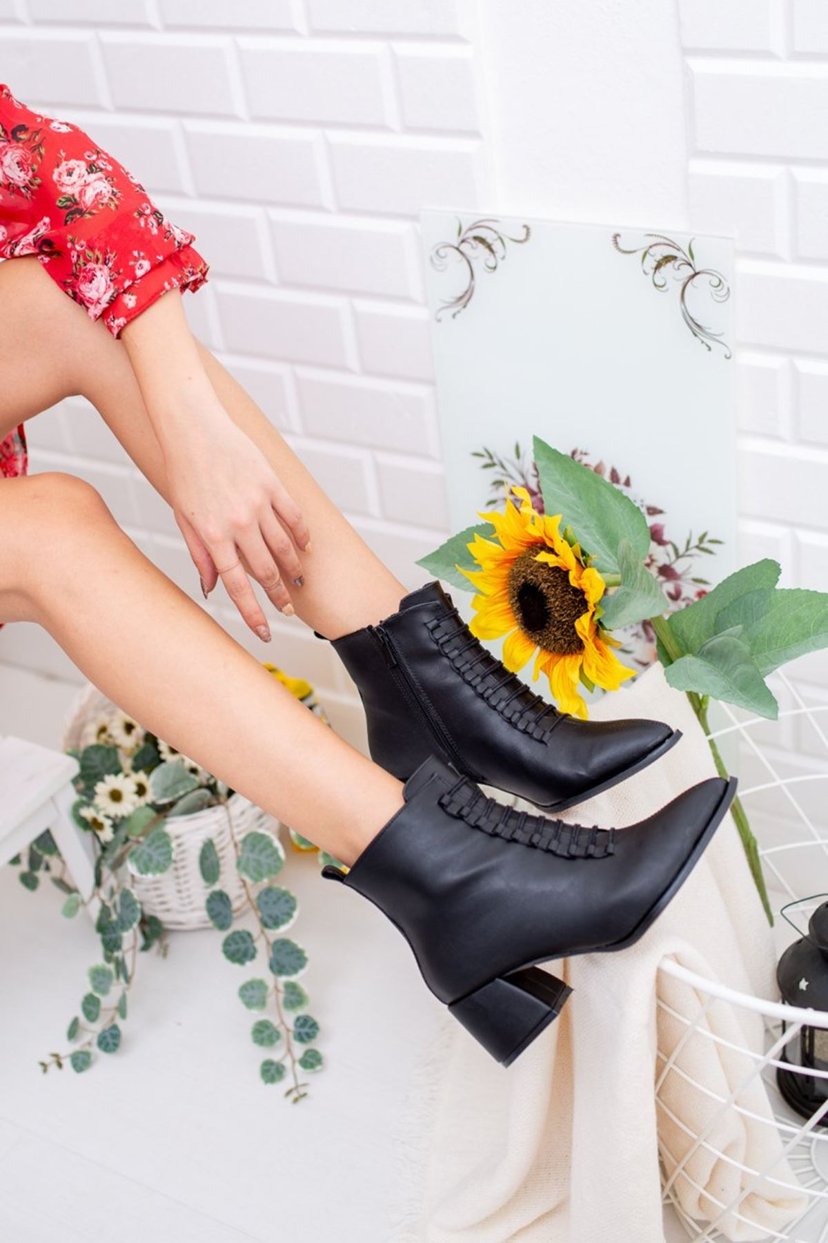 Kadın Joker Kısa Topuklu Mat Deri Siyah Bot
