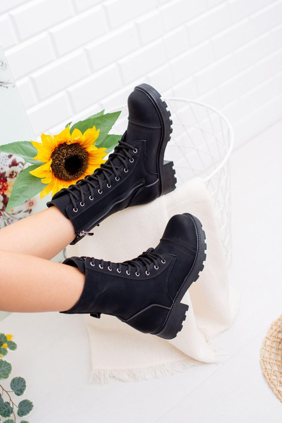 Kadın Rayli Mat Deri Siyah Postal Bot