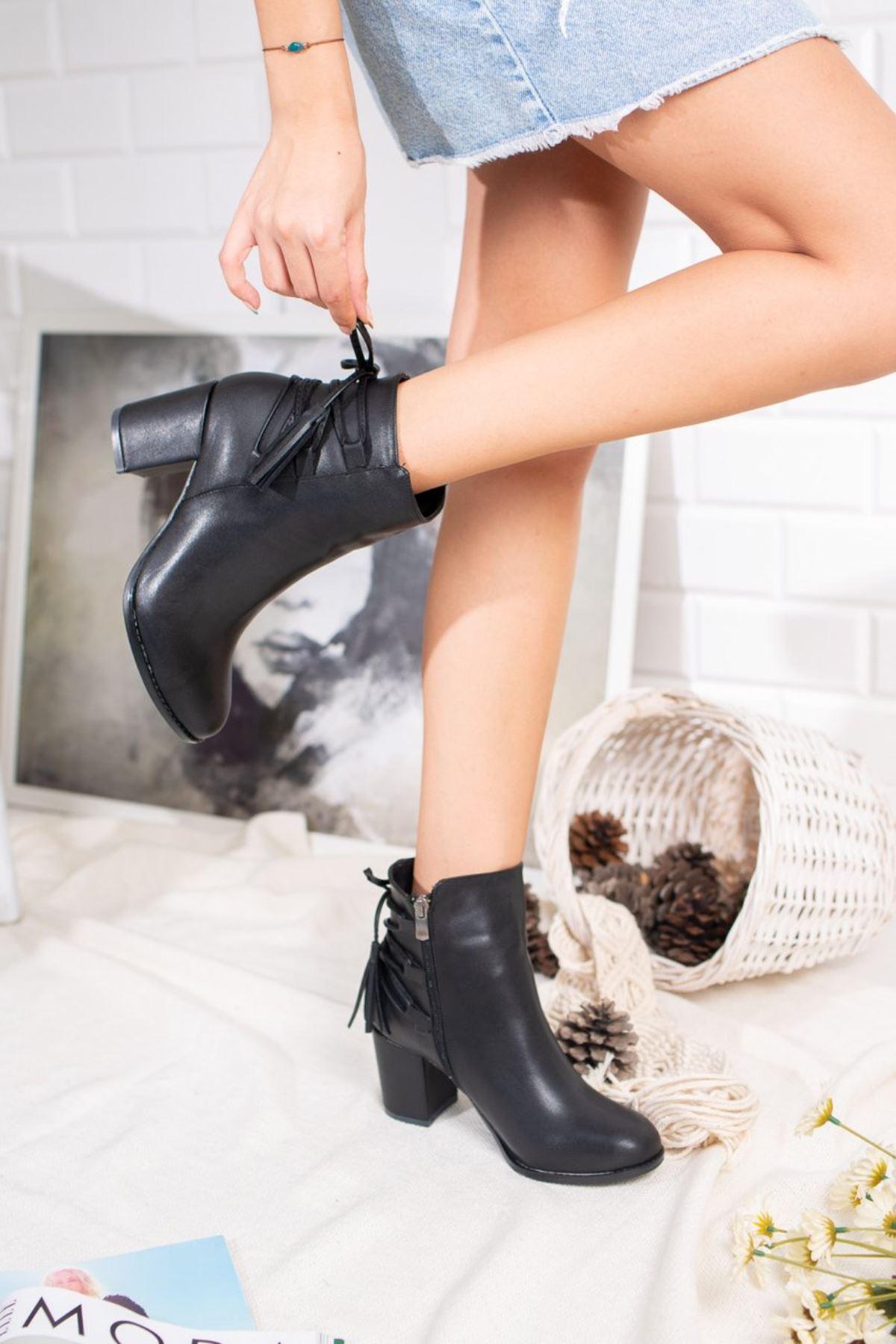 Kadın Cina  Arka Bağcıklı Mat Deri Siyah Bot