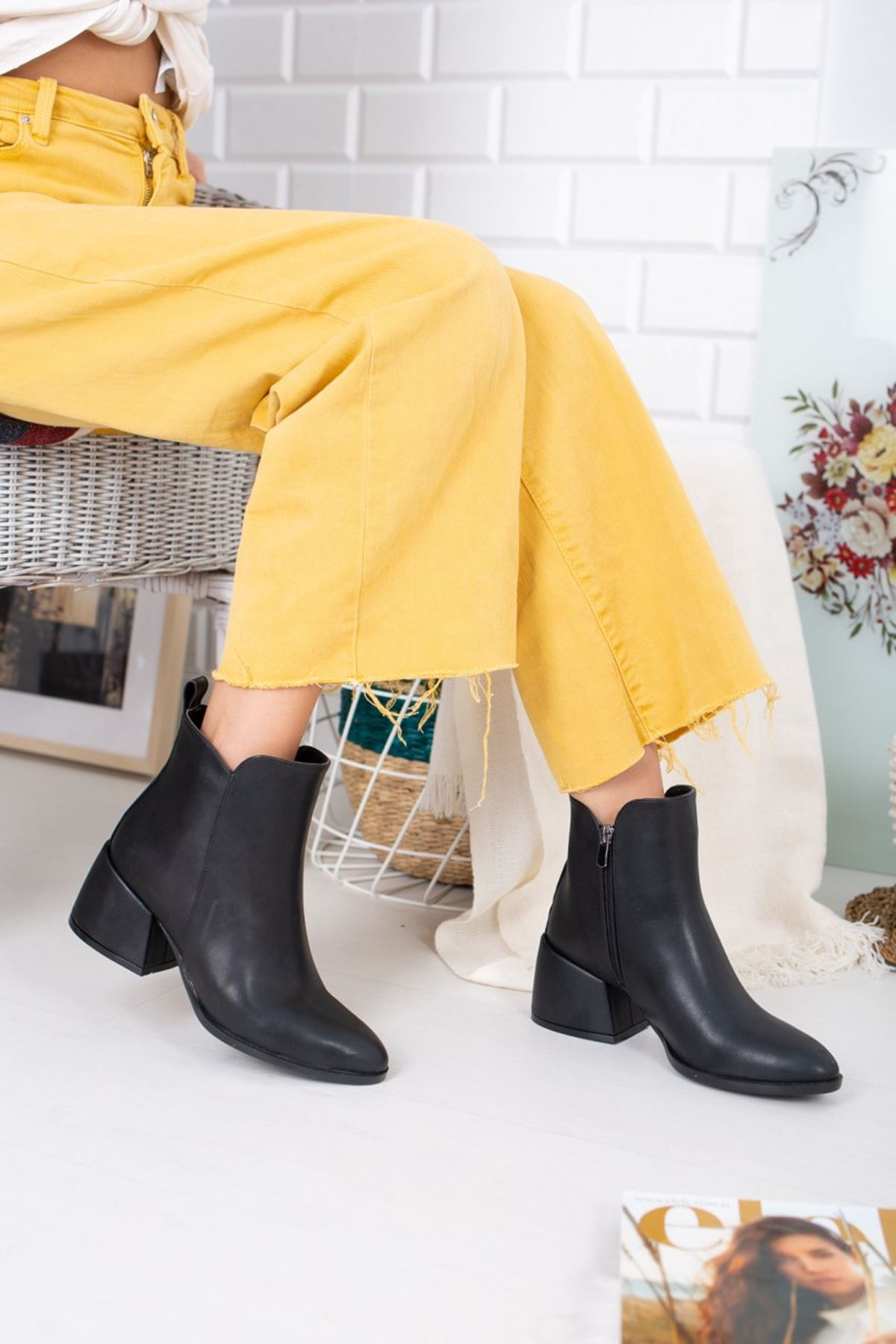 Kadın Bates Geniş Topuk Detay Mat Deri Siyah Bot