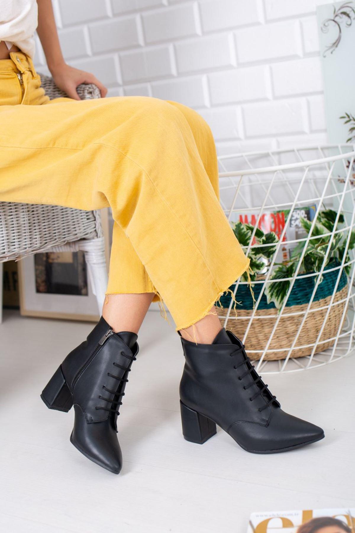 Kadın Caley Kısa Topuk Bağcıklı Mat Deri Siyah Bot