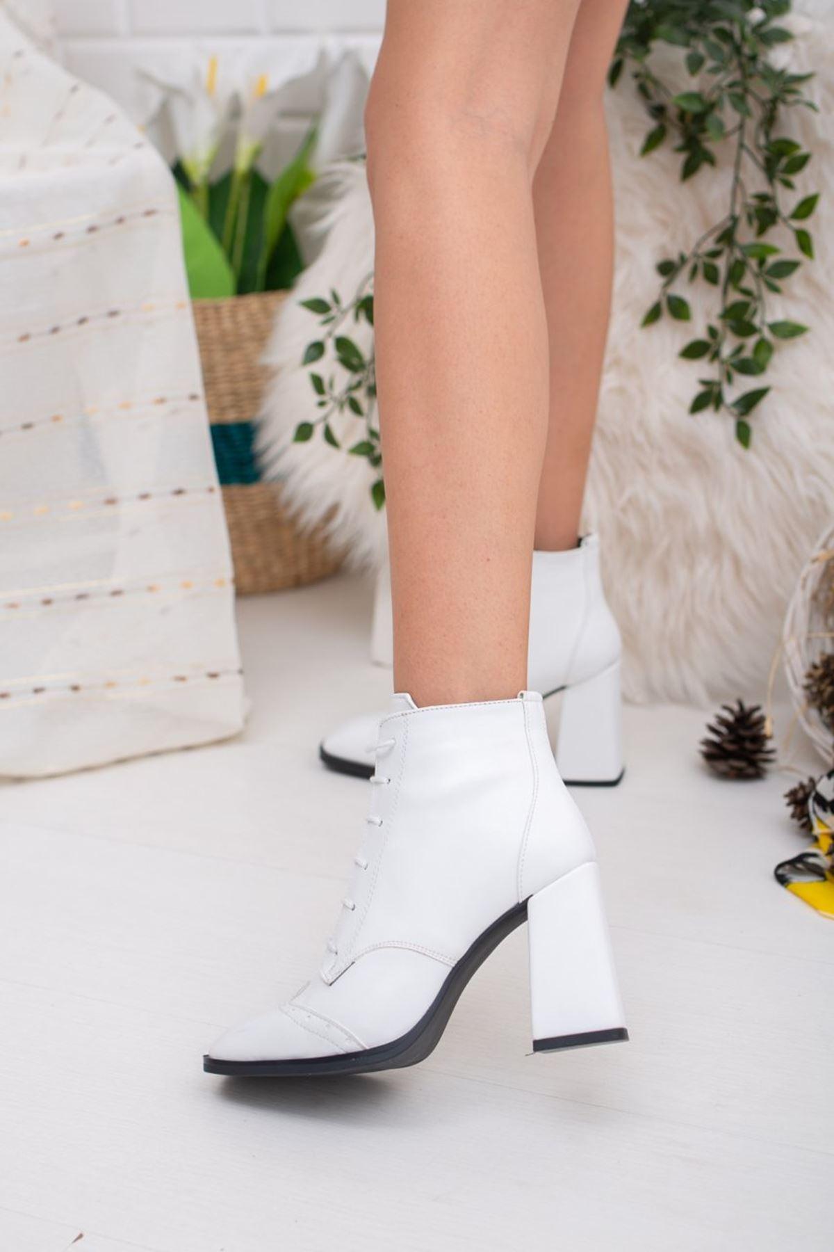 Kadın Dekas Bağcık Detay Mat Deri Beyaz Bot