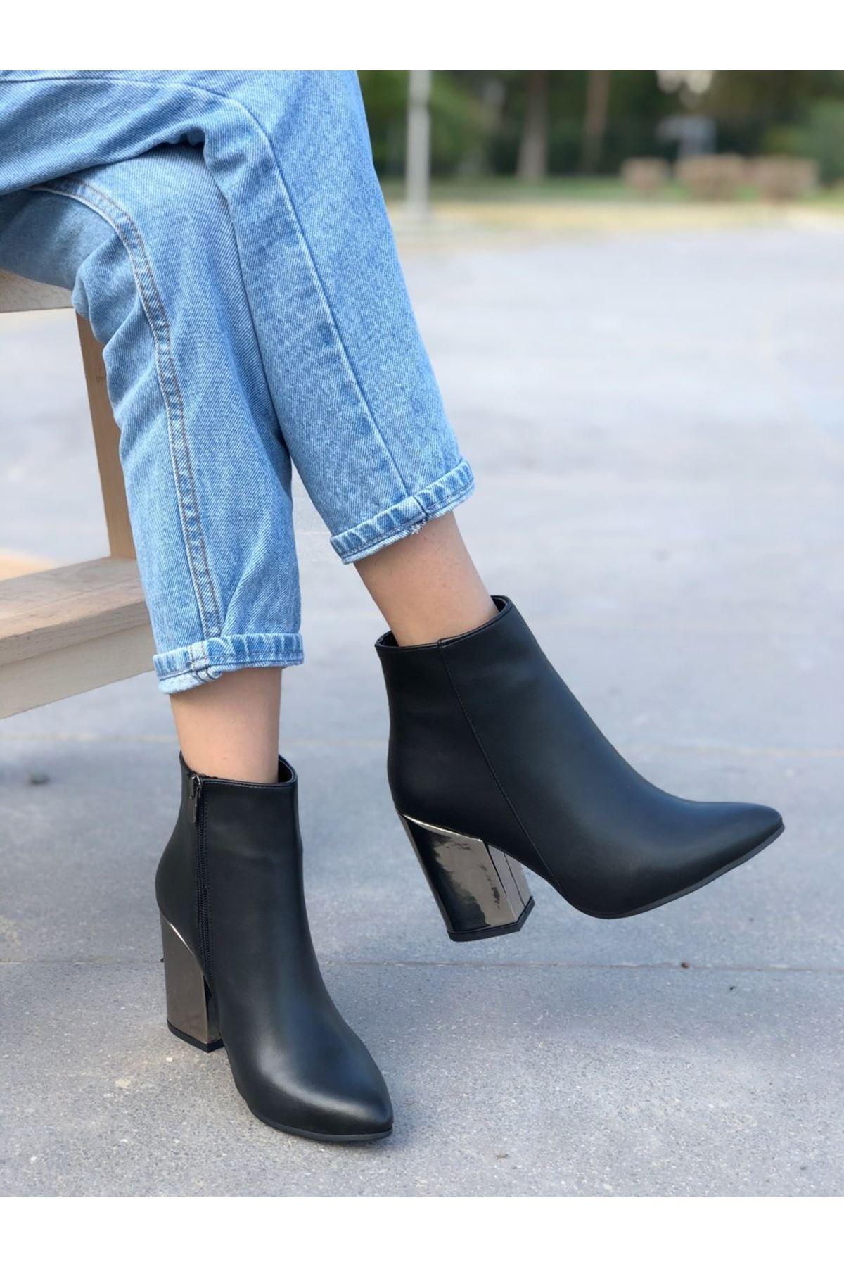 Kadın Marta Topuklu Sivri Burun Ayna Topuk Mat Deri Siyah Bot