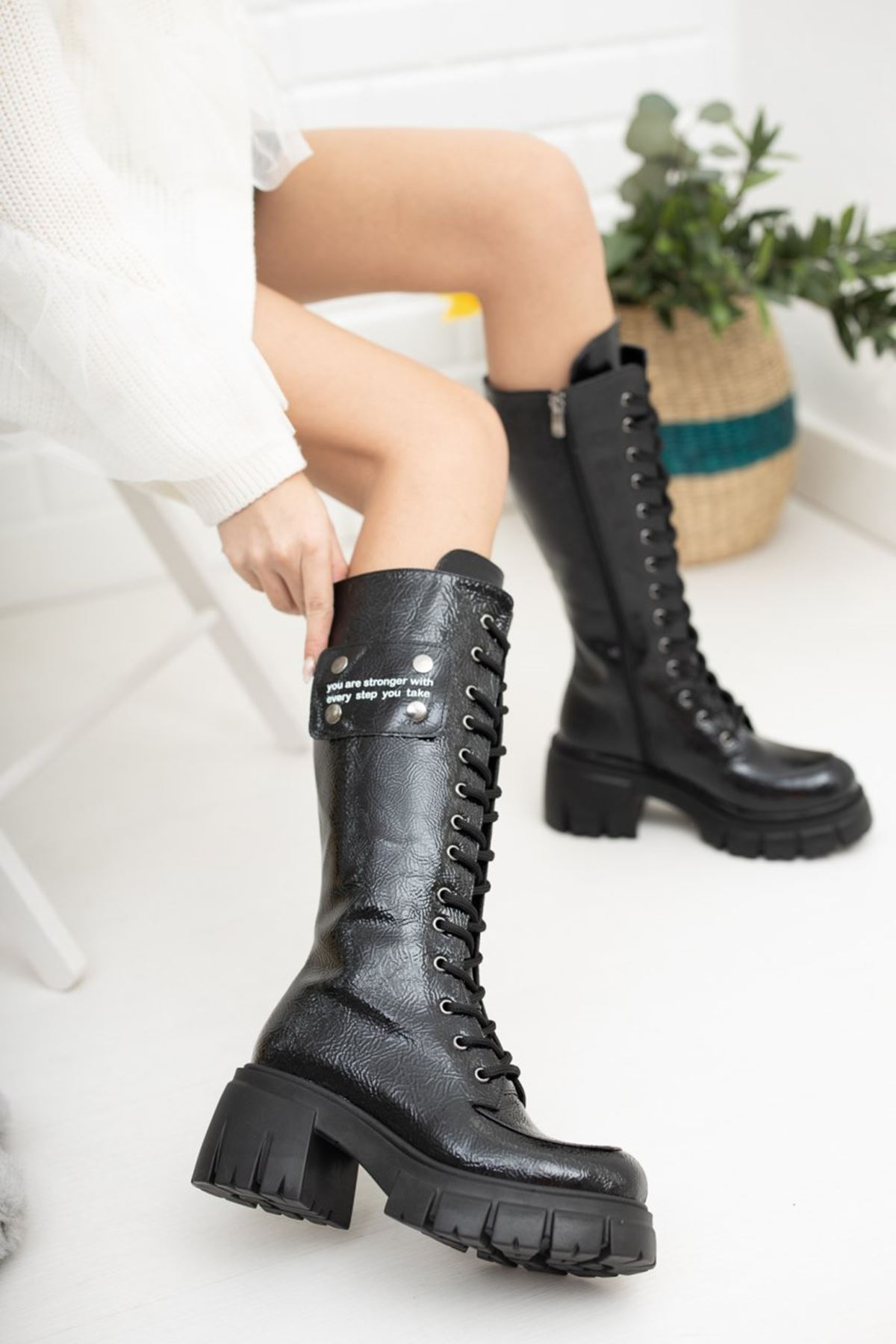 Kadın Vitali Kalın Taban Diz Altı Kırışık Rugan Siyah Çizme