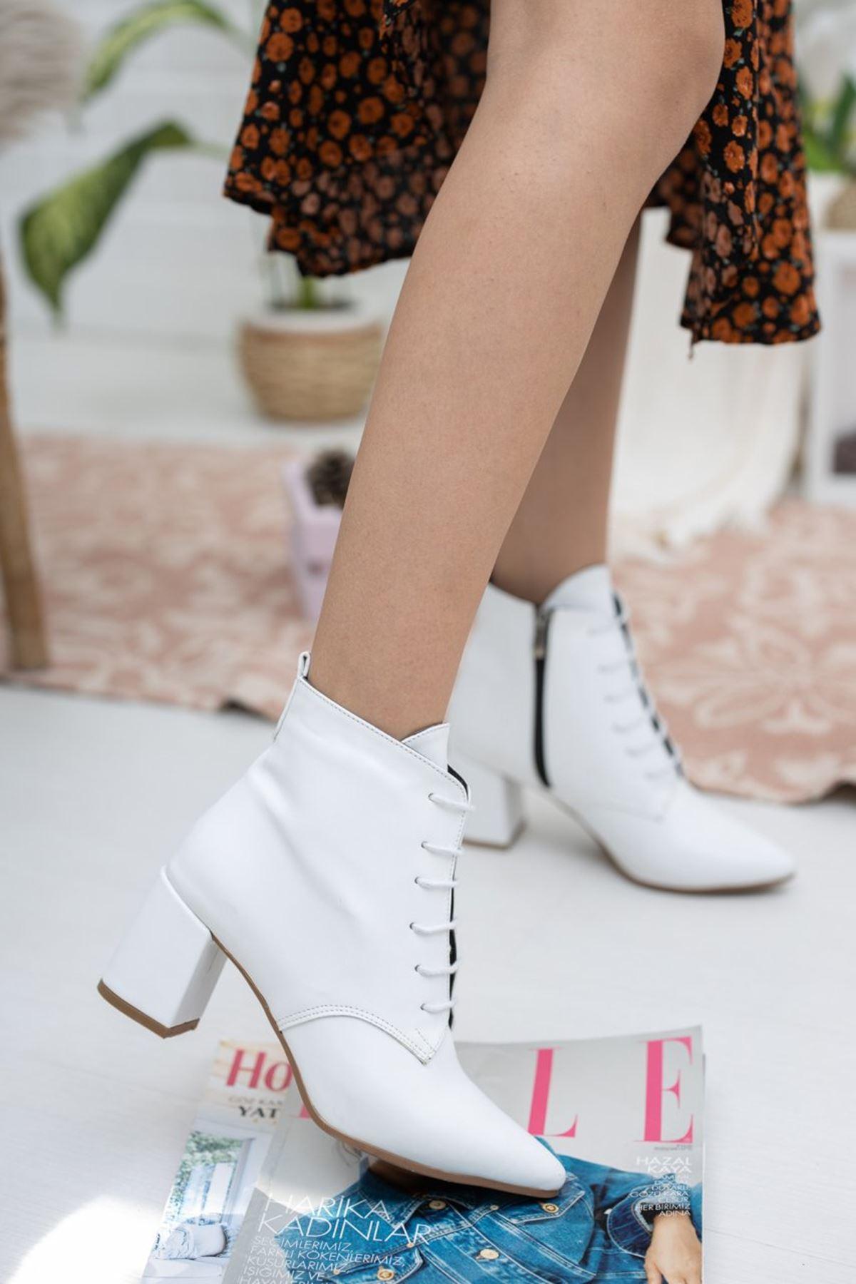 Kadın Caley Kısa Topuk Bağcıklı Mat Deri Beyaz Bot