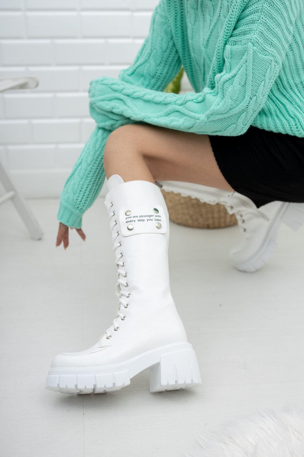 Kadın Vitali Kalın Taban Diz Altı Kırışık Rugan Beyaz Çizme