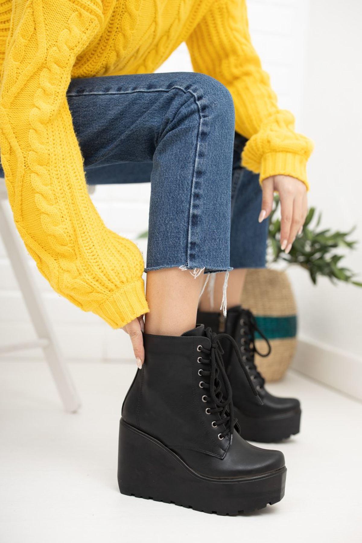 Kadın Sofiya Bağcıklı Dolgu Topuk Mat Deri Siyah Bot