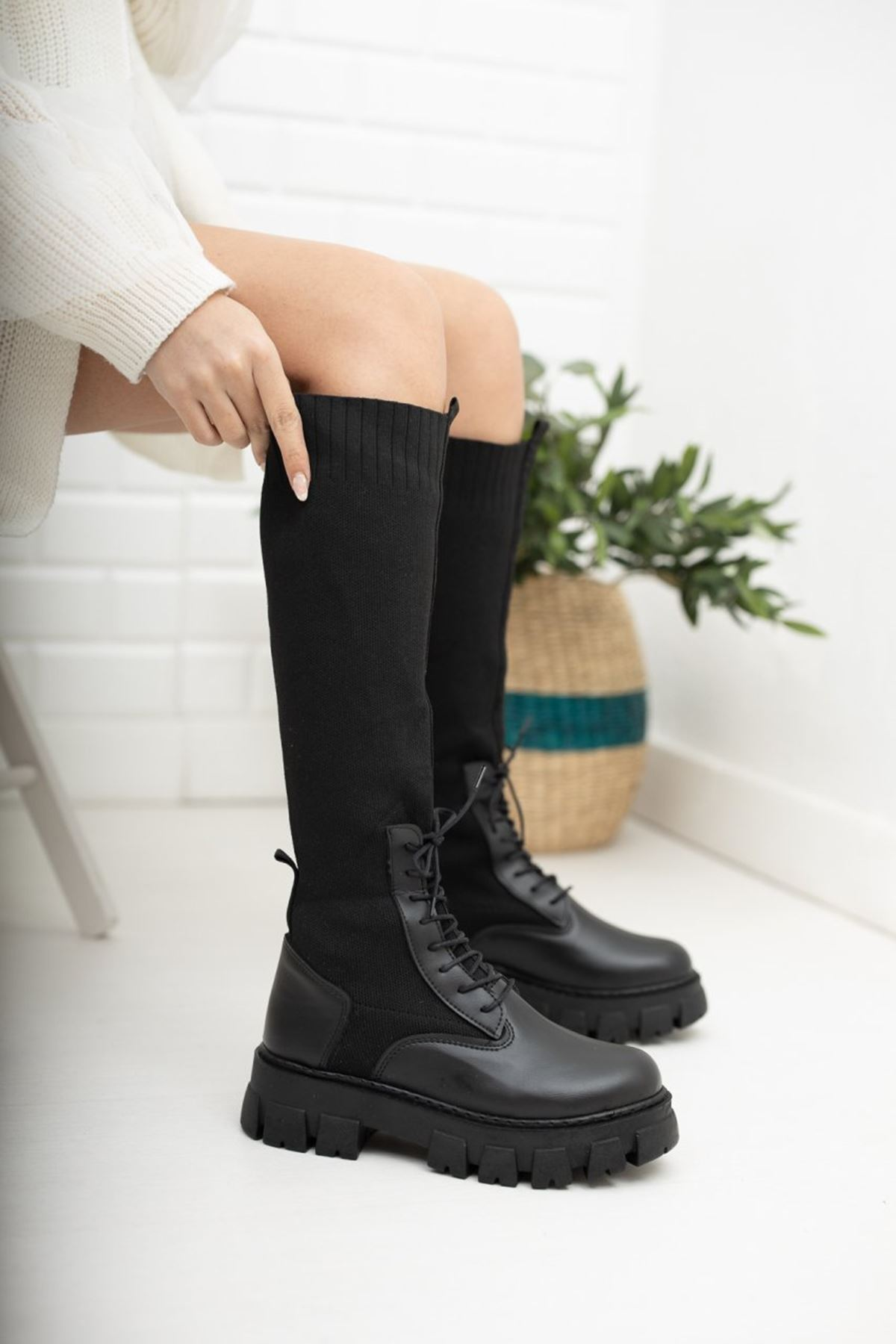 Kadın Larna Kalın Taban Triko Detay Diz Altı Mat Deri Siyah Çizme