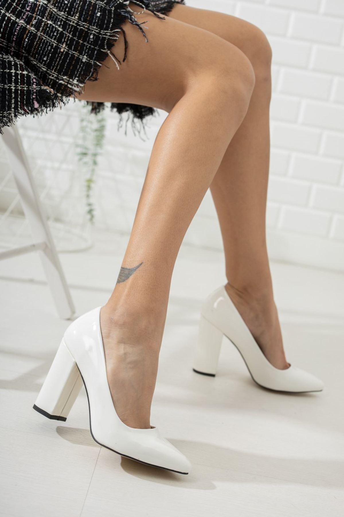 Kadın Kalvi Kalın Topuk Beyaz Rugan Stiletto