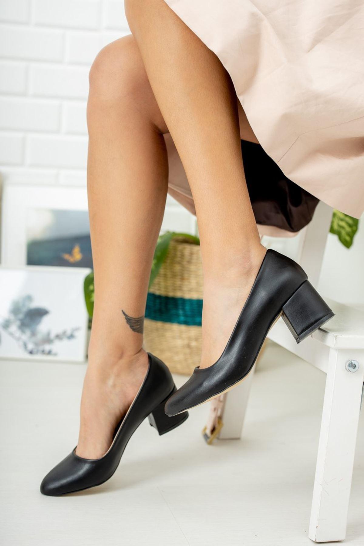 Kadın Voges Kısa Topuklu Mat Deri Siyah Ayakkabı