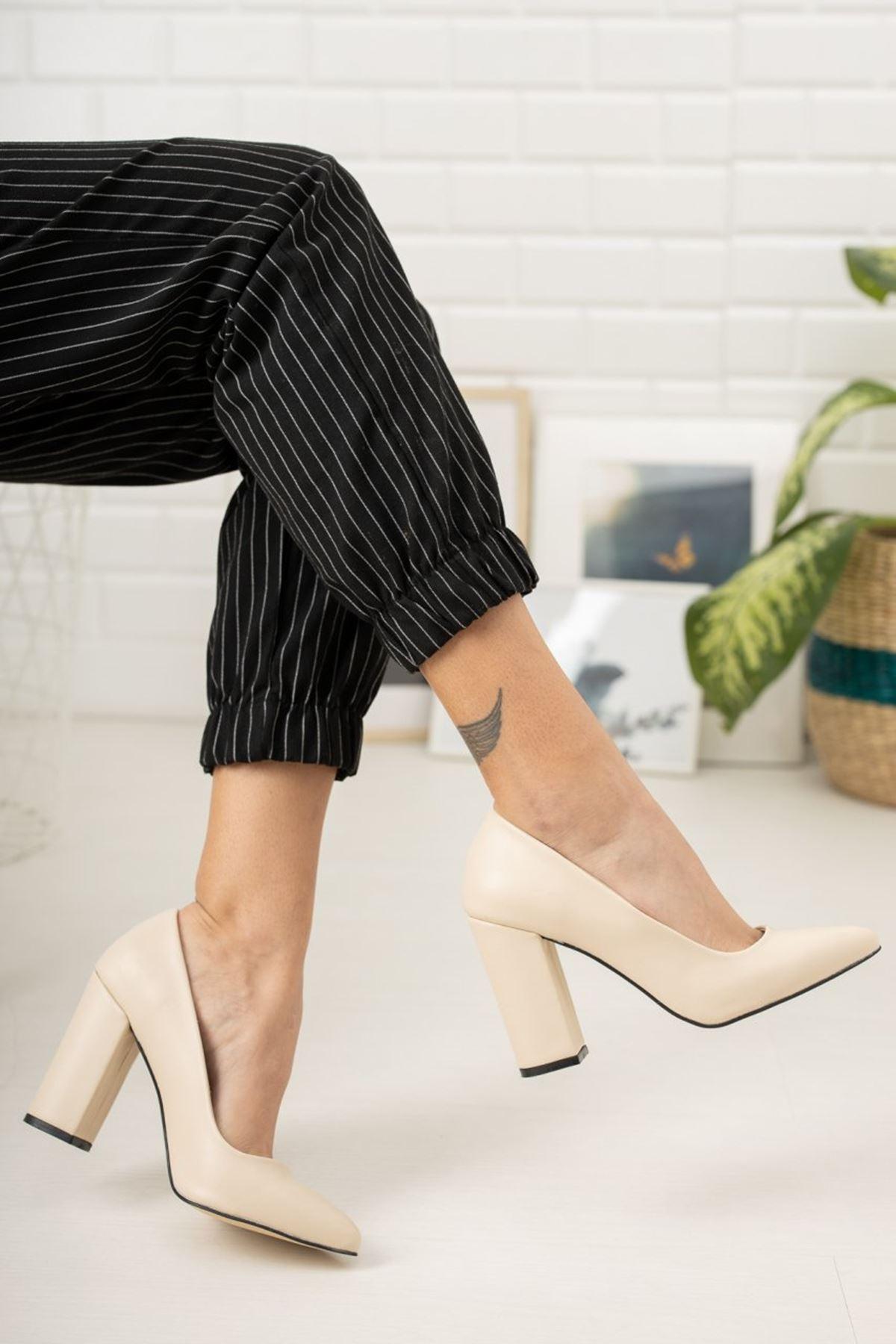 Kadın Kalvi Kalın Topuk Mat Deri Ten Stiletto