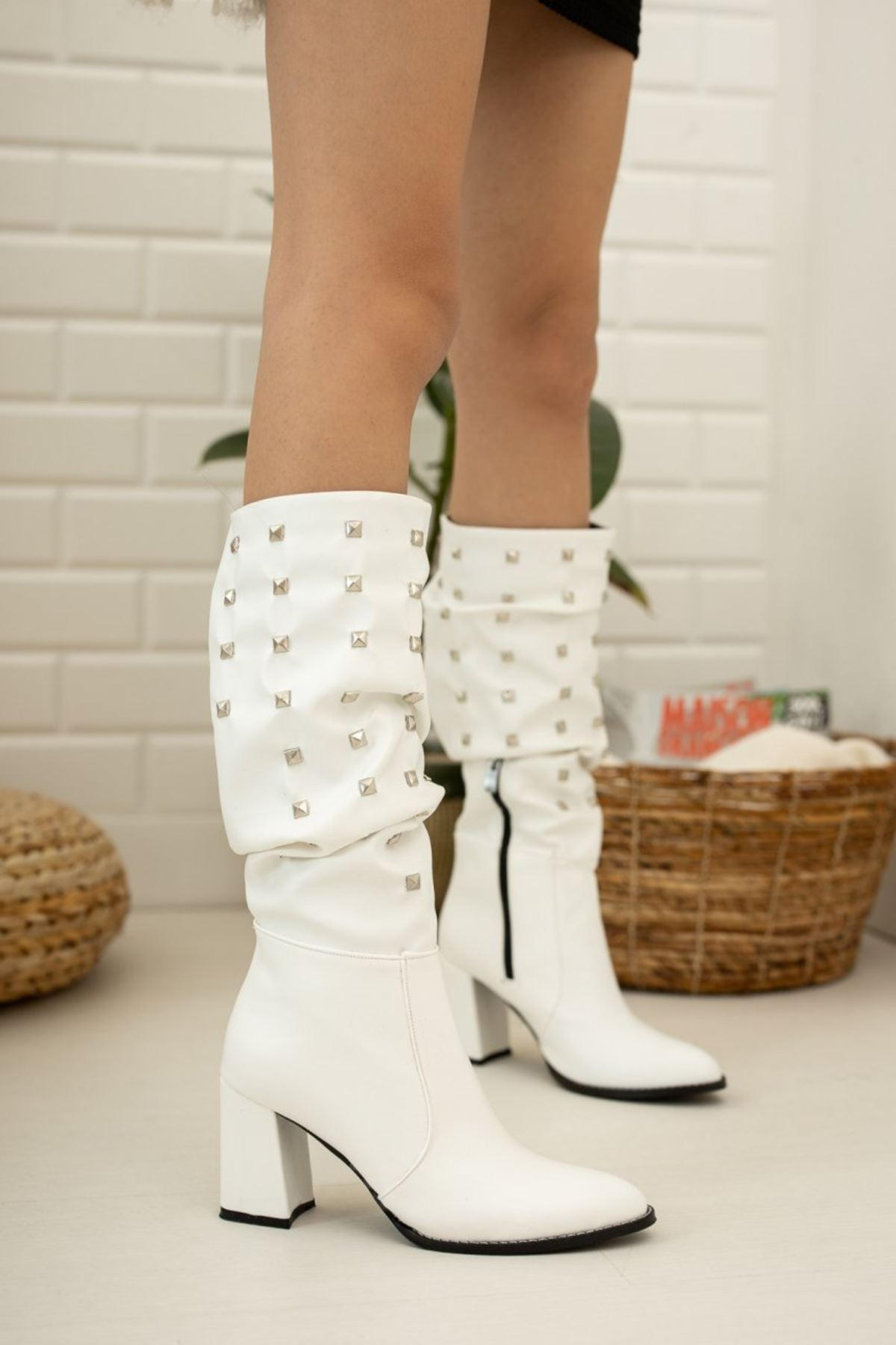 Kadın Bise Troklu Diz Altı Mat Deri Beyaz Çizme