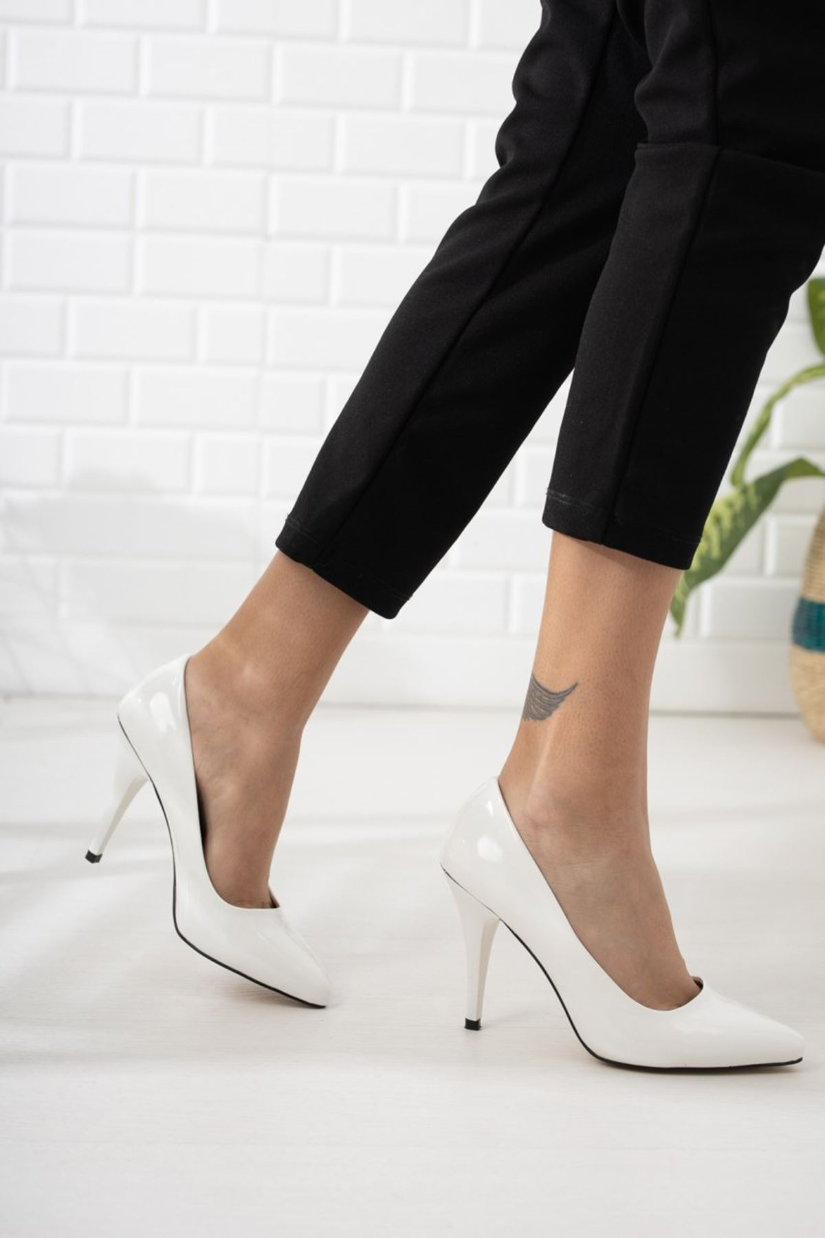 Kadın Ages Yüksek Topuklu Beyaz Rugan Stiletto