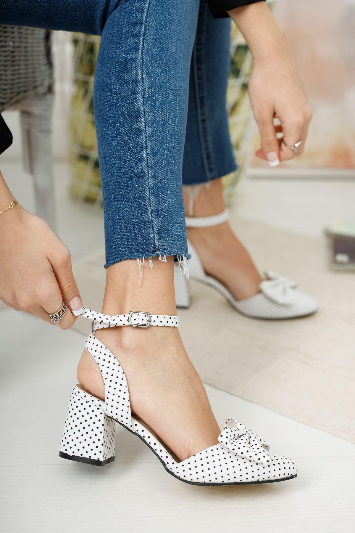 Kadın Petas Beyaz Puantiye Hafif Topuklu Ayakkabı