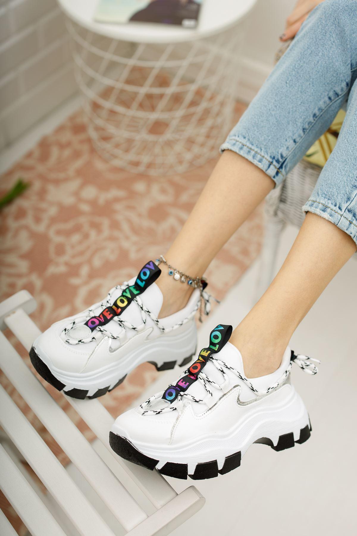 Kadın Badde Kalın Taban Beyaz Spor Ayakkabı